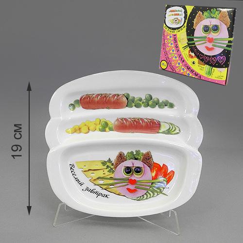 Блюдо для сосисок LarangE Веселый завтрак с кошечкой, 20,5 см х 19 см115510Блюдо для сосисок LarangE Веселый завтрак с кошечкой изготовлено из высококачественной керамики. Изделие украшено изображением кошечки и еды. Тарелка имеет три отделения: 2 маленьких отделения для сосисок и одно большое отделение для яичницы или другого блюда. Можно использовать в СВЧ печах, духовом шкафу и холодильнике. Не применять абразивные чистящие вещества.