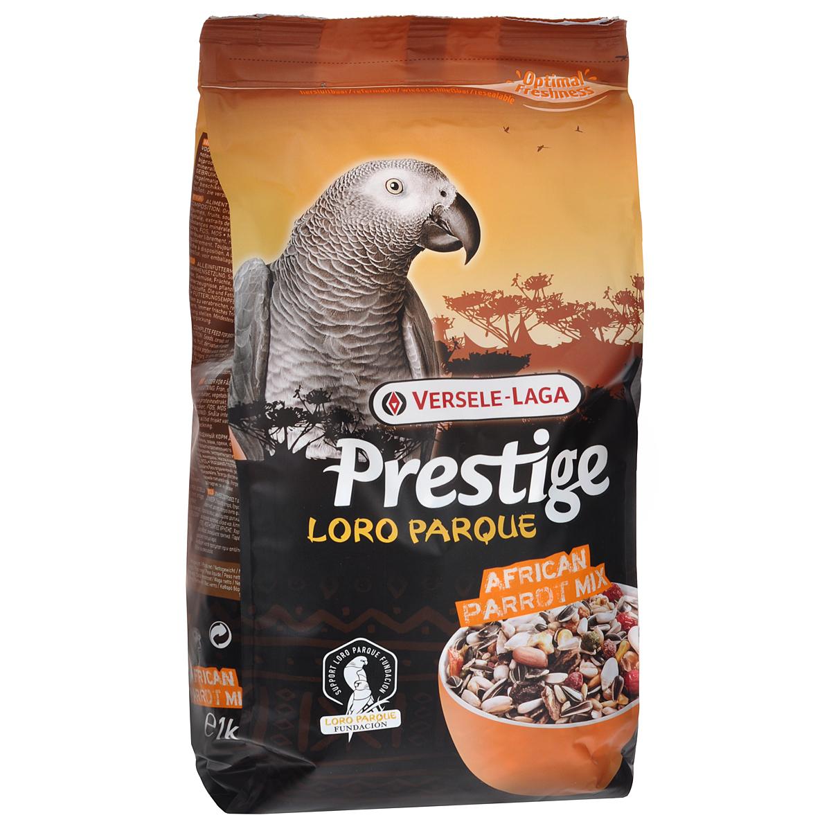 Корм для крупных попугаев Versele-Lago African Parrot Loro Parque Mix, 1 кг0120710Смесь Versele-Lago African Parrot Loro Parque Mix для крупных попугаев - это обогащенная зерновая смесь с дополнительными питательными веществами, разработанная специально для африканских крупных попугаев, таких как африканский серый попугай, жардин и сенегальский попугай. Все смеси серии Prestige Premium Loro Parque приготовлены из различных семян и зерен и содержат вкусные для попугаев кусочки, такие как воздушные зерна, семена тыквы, шиповник, сушеный перец и кедровые орешки. Этот основной высококачественный корм с низким содержанием жира обогащен 8% гранул Maxi ВAM, обеспечивающими дополнительный запас витаминов, аминокислот и минералов. Данная смесь адаптирована под потребности попугаев, ее состав разрабатывался совместно с научно-исследовательской группой Loro Parque. Смесь применяется в качестве основного корма для всех попугаев ара. После успешного опыта применения в известном Loro Parque (в Тенерифе), данная смесь стала доступна для всех владельцев попугаев в любом уголке земли. Versele-Laga поддерживает фонд Loro Parque Fundacion в стремлении сохранить вымирающие виды птиц и их среду обитания. Приобретая данную продукцию, вы помогаете фонду Loro Parque Fundacion защищать природу.Состав: семена подсолнечника полосатого, белые семена подсолнечника, гранулы Maxi ВAM, гречиха, остроконечный овес, семена сафлора, кукуруза, пшеница, семена тыквы очищенные, очищенный арахис, орехи сосны, семена конопли, ракушки устриц, воздушная кукуруза, шиповник, воздушная пшеница, красный перец, сорго, белое просо, канареечное семя, дари, рожковое дерево, ячмень, рис-сырец.Анализ состава: белки 14%, жиры 15,5%, клетчатка 14,5%, зола 5%, кальций 0,95%, фосфор 0,38%, лизин 4450 мг/кг, метионин 3250 мг/кг, витамин А8000 МЕ/кг, витамин D3 1600 МЕ/кг, витамин E 20 мг/кг.Добавки: витамин B1, витамин B2, витамин B6, витамин B12, витамин C, витамин PP, витамин К, биотин, фолиевая кислота, холин, натрий, 