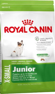 Корм сухой Royal Canin X-Small Junior, для щенков миниатюрных размеров от 2 до 10 месяцев, 1,5 кг314015Сухой корм Royal Canin X-small Junior является полнорационным кормом для щенков очень мелких собак (вес взрослой собаки до 4 кг) в возрасте до 10 месяцев.Период роста у собак миниатюрных размеров краток, но интенсивен, и именно в это время закладывается основа будущего здоровья. Всего за 7-8 недель с момента рождения вес щенка увеличивается в 10 раз! Чтобы обеспечить собаке наилучшее качество жизни, важно с самого начала использовать сбалансированный рацион питания, учитывающий особые потребности щенка.Максимальная защита пищеварительной системы main_benefit-300.pngЭксклюзивная комбинация питательных веществ для оптимальной безопасности пищеварительной системы(белки L.I.P.) и баланса кишечной флоры, а также для поддержания оптимальной консистенции стула у щенков. Высокое содержание энергии.Удовлетворяет энергетические потребности щенков собак миниатюрных размеров в период роста. Обладает высокой вкусовой привлекательностью. Здоровье зубов.Помогает замедлить образование зубного налета благодаря полифосфату натрия, который связывает кальций, содержащийся в слюне.Естественные механизмы защиты.Поддерживает естественные механизмы защиты организма щенков благодаря запатентованному комплексу антиоксидантов и наличию пребиотиков. Маленькие крокеты разработаны специально для крошечных челюстей собак миниатюрных размеров, а их эксклюзивная формула привлекательна даже для собак, особенно привередливых в питании.Состав: дегидратированное мясо птицы, рис, кукуруза, животные жиры, изолят растительных белков, кукурузная клейковина, гидролизат белков животного происхождения, свекольный жом, минеральные вещества, соевое масло, оболочка и семена подорожника 1%, рыбий жир, фруктоолигосахариды, гидролизат дрожжей (источник маннановых олигосахаридов), экстракт бархатцев прямостоячих (источник лютеина).Пищевые добавки на 1 кг: витамин А 21800 МЕ, витамин D3 1000 МЕ, железо 46 мг, йод 4,