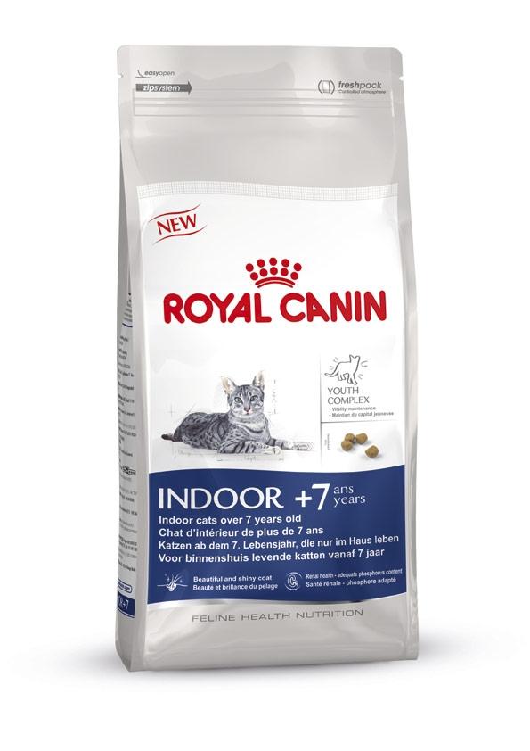 Корм сухой Royal Canin Indoor 7+, для кошек в возрасте от 7 до 12 лет, живущих в помещении, 400 г0120710Корм сухой Royal Canin Indoor +7 - полнорационное питание для пожилых кошек с 7 до 12 лет, постоянно проживающих в помещении. Для поддержания жизненных сил стареющей кошки.Корм Indoor +7 помогает сохранять молодость кошки благодаря запатентованному комплексу витаминов и питательных веществ с антиоксидантными свойствами и полифенолам зеленого чая и винограда.Хондропротекторные вещества и незаменимые жирные кислоты EPA и DHA, содержащиеся в этом корме, поддерживают здоровье суставов кошки.Красота и блеск шерсти кошки: улучшает блеск шерсти и здоровье кожи благодаря присутствию в корме активных питательных веществ, в том числе витаминов А и В, незаменимых жирных кислот, микроэлементов в хелатной форме, масла огуречника аптечного (богатого гамма-линоленовой кислотой) и рыбьего жира (источника жирных кислот Омега 3). Обеспечение здоровья почек – адекватное содержание фосфора: адаптированный уровень фосфора (0,79%) способствует поддержанию здоровья почек у пожилых кошек. Состав: дегидратированное мясо домашней птицы, кукуруза, кукурузная мука, ячмень, пшеница, кукурузный глютен, животные жиры, изолят растительного белка*, гидролизат белков животного происхождения, растительная клетчатка, свекольный жом, минеральные вещества, соевое масло, рыбий жир, яичный порошок, оболочки семян и семена подорожника Psyllium, дрожжи, фруктоолигосахариды, масло огуречника аптечного, экстракты зеленого чая и винограда (источник полифенолов), гидролизат из панциря ракообразных (источник глюкозамина), экстракт бархатцев прямостоячих (источник лютеина), гидролизат из хряща (источник хондроитина).Добавки (на 1 кг):Витамин А – 28100 МЕ, витамин D – 1100 МЕ, железо – 49 мг, йод – 3,8 мг, медь – 7 мг, марганец – 63 мг, цинк – 208 мг, селен – 0,09 мг, консерванты, антиоксиданты. Товар сертифицирован.