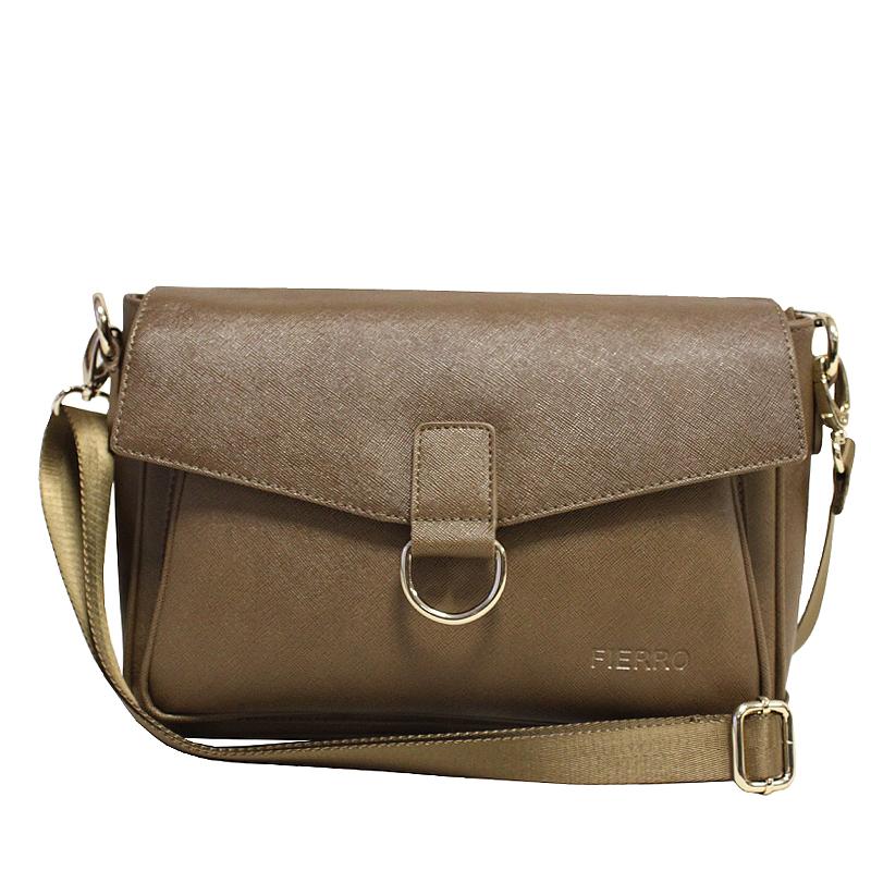 Сумка женская Fierro, цвет: коричневый. 0190523008Стильная женская сумка Fierro выполнена из высококачественной натуральной кожи с тиснением. Сумка имеет одно отделение, закрывающееся на застежку-молнию и сверху широким клапаном на магнитную кнопку. Внутри - вшитый карман на застежке-молнии и накладной кармашек с зеркалом. С внешней стороны под клапаном расположен накладной карман, на задней стенке - вшитый карман на застежке-молнии.Сумка оснащена плечевым ремнем регулируемой длины. В комплекте чехол для хранения. Фурнитура - золотистого цвета. Сумка - это стильный аксессуар, который подчеркнет вашу индивидуальность и сделает ваш образ завершенным. Оригинальное цветовое сочетание, стильный декор, модный дизайн - прекрасное дополнение к гардеробу модницы.