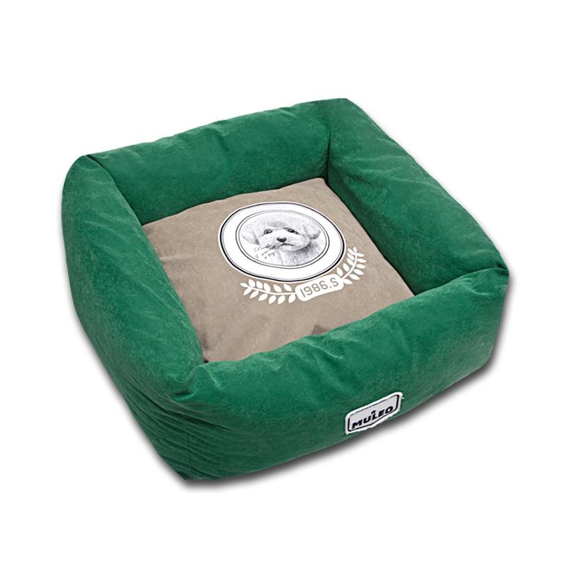 Лежак для собак Katsu Медалист, цвет: зеленый, 50 х 50 х 17 см0120710Мягкий и уютный лежак для собак Katsu Медалист обязательно понравится вашему питомцу. Лежак выполнен из мягкого материала. Внутри - мягкий наполнитель, который не теряет своей формы долгое время. Изделие имеет съемную внутреннюю подушку с изображением собачки. Высокие борта лежака обеспечат вашей собаке уют и комфорт. За изделием легко ухаживать, можно стирать вручную или в стиральной машине при температуре 40°С. Общий размер лежака: 50 х 50 х 17 см.Размер съемной подушки: 34 х 34 х 13,5 см.