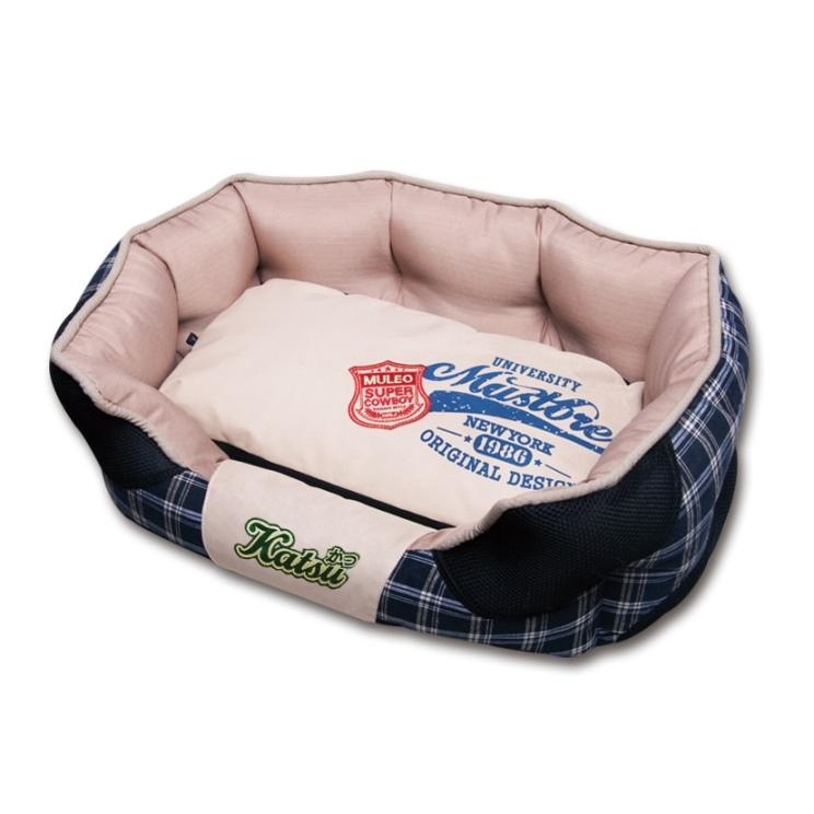 Лежак для собак Katsu Люкс, цвет: черный, бежевый, 50 см х 50 см х 17 см16751/704780Мягкий и уютный лежак для собак Katsu Люкс обязательно понравится вашему питомцу. Лежак выполнен из плотного материала. Внутри - мягкий наполнитель, который не теряет своей формы долгое время. Изделие имеет съемную внутреннюю подушку. Внешние стенки оформлены принтом в клеточку. Высокие борта лежака обеспечат вашей собаке уют и комфорт. Дно изделия оснащено противоскользящей вставкой.За изделием легко ухаживать, можно стирать вручную или в стиральной машине при температуре 40°С.