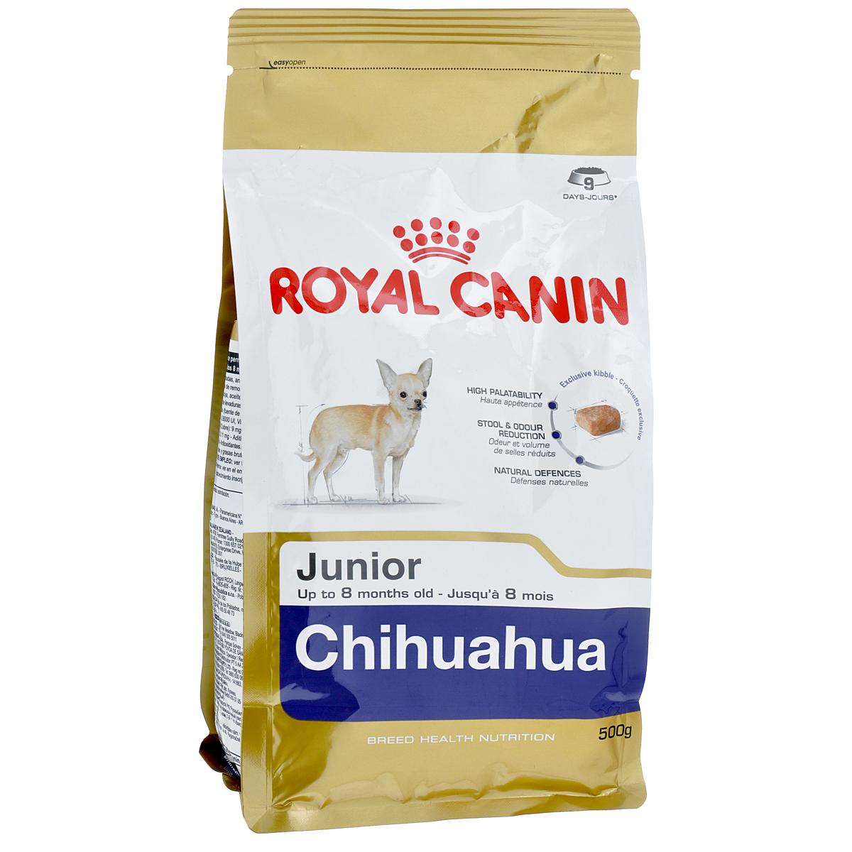 Корм сухой Royal Canin Chihuahua Junior, для щенков породы чихуахуа в возрасте до 8 месяцев, 500 г0120710Сухой корм Royal Canin Chihuahua Junior - полнорационное питание для щенков породы чихуахуа в возрасте до 8 месяцев.Щенок чихуахуа нуждается в особенной заботе из-за своих миниатюрных размеров и природной хрупкости. Чихуахуа является самой маленькой породой собак. Они очень предрасположены к образованию зубного камня, таким образом гигиена зубов крайне важна для собак этой породы. Очень важно выбрать корм, крокеты которого имеют соответствующую форму. Chihuahua Junior можно заказать и купить онлайн или в специальных магазинах.Высокая вкусовая привлекательность.Благодаря отборным натуральным ароматам и специально адаптированным крокетам мелкого размера и текстуры, корм обладает максимальной аппетитностью даже для самых маленьких и привередливых щенков чихуахуа. Ослабление запаха стула.Корм для щенков чихуахуа снижает объем и ослабляет неприятный запах экскрементов. Поддержание естественных механизмов защиты.Комплекс антиоксидантов, обладающих синергичным действием (лютеин, таурин, витамины С и Е), укрепляет иммунную защиту щенка. Манноолигосахариды стимулируют производство антител. Специально для миниатюрных челюстей.Крокеты корма идеально подходят для крошечных челюстей щенка чихуахуа.Состав: дегидратированные белки животного происхождения (птица), рис, животные жиры, кукуруза, изолят растительных белков, свекольный жом, гидролизат белков животного происхождения, минеральные вещества, соевое масло, рыбий жир, растительная клетчатка, фруктоолигосахариды, гидролизат дрожжей (источник мaннановых олигосахаридов), экстракт бархатцев прямостоячих (источник лютеина).Добавки (в 1 кг): протеин — 30%,жир — 20%,клетчатка — 2%, таурин — 2000 мг%, кальций — 1,15%, натрий — 0,35%, магний — 0,07%, хлор — 0,5%, калий — 0,7%, йод — 5,6 мг, селен — 0,35 мг, медь — 22 мг, железо — 221 мг, марганец — 76 мг, цинк — 229 мг, витамин A — 29000 МЕ,витамин D3 — 800 МЕ, витамин E — 600 мг,