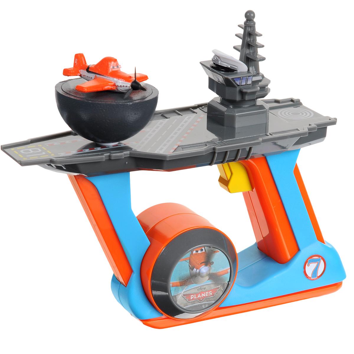"""Самолет Planes """"Dusty"""" с пусковым механизмом несомненно развлечет вашего ребенка. Самолетик выполнен из легкого материала в виде Дасти, героя популярного мультфильма """"Planes"""" (""""Самолеты""""), и помещен на полукруглое основание. Необходимо поставить самолетик на платформу пускового устройства и нажать кнопку на рукоятке. Тогда игрушка поднимется в воздух. Игрушку можно запускать на больших открытых пространствах и только при небольшом ветре. Самолетик отлично подойдет для игры на детской площадке или на даче. В комплект входит самолетик, пусковое устройство и схематичная инструкция по эксплуатации на русском языке. Ваш ребенок будет в восторге от такого подарка! Необходимо докупить 4 батарейки напряжением 1,5V типа АА (не входят в комплект)."""