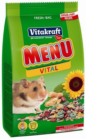 Корм для хомяков Vitakraft Menu Vital, 400 г0120710Корм для хомяков Vitakraft Menu Vital - здоровый и невероятно полезный корм, созданный с учетом индивидуальностей данного вида - больше энергии благодаря высококачественным протеинам и вкусным фруктам. Корм придает организму жизненную силу, а так же помогает предотвратить истощение, благодаря содержащимся в нем витаминам и минералам.Основной, полностью сбалансированный корм Vitakraft Menu Vital аналогичен тому, который ваш хомяк нашел бы в природе. Обогащен орехами и питательными веществами. Ингредиенты: пшеница, тертые семена подсолнечника, кукуруза,люцерна, овес, добавки меда. Состав: сырого белка - 13,5%, масла - 7%, клетчатки - 7,5%, влажности - 10,5%, золы - 4%, кальция - 0,7%.Товар сертифицирован.