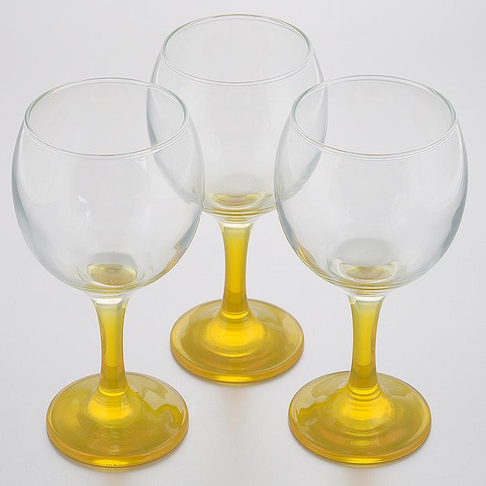 Набор фужеров Glass4you, цвет: желтый, 290 мл, 3 штVT-1520(SR)Набор Glass4you состоит из трех фужеров на тонких цветных ножках, выполненных из прочного натрий-кальций-силикатного стекла. Фужеры излучают приятный блеск и издают мелодичный звон. Предназначены для вина. Набор фужеров Glass4you прекрасно оформит праздничный стол и станет хорошим подарком к любому случаю. Можно мыть в посудомоечной машине.