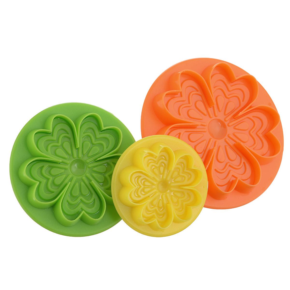 Набор форм для печенья Mayer & Boch Цветок, 3 шт. 2401554 009312Набор Mayer & Boch Цветок состоит из трех формочек, выполненных из разноцветного пластика. Изделия имеют форму цветов, оснащены удобными ручками. Раскатайте тесто, возьмите форму, надавите ею на тесто (как будто ставите печать), и у вас получится красивая вырезка в виде цветочка. Такой набор формочек позволит приготовить печенье по вашему любимому рецепту, но в необычном оформлении, которое обязательно придется по душе и детям, и взрослым.