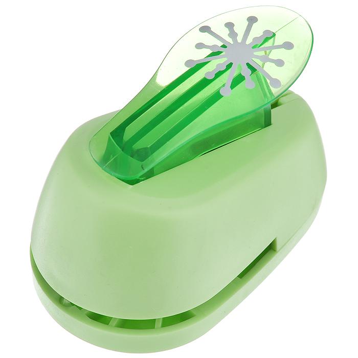 Дырокол фигурный Hobbyboom Тычинки, №276, цвет: зеленый, 2,5 смFS-36052Дырокол фигурный Hobbyboom Тычинки поможет вам легко, просто и аккуратно вырезать много одинаковых мелких фигурок.Режущие части компостера закрыты пластмассовым корпусом, что обеспечивает безопасность для детей. Вырезанные фигурки накапливаются в специальном резервуаре. Можно использовать вырезанные мотивы как конфетти или для наклеивания. Дырокол подходит для разных техник: декупажа, скрапбукинга, декорирования.Размер дырокола: 8 см х 5 см х 5,5 см.Размер готовой фигурки: 2,5 см.