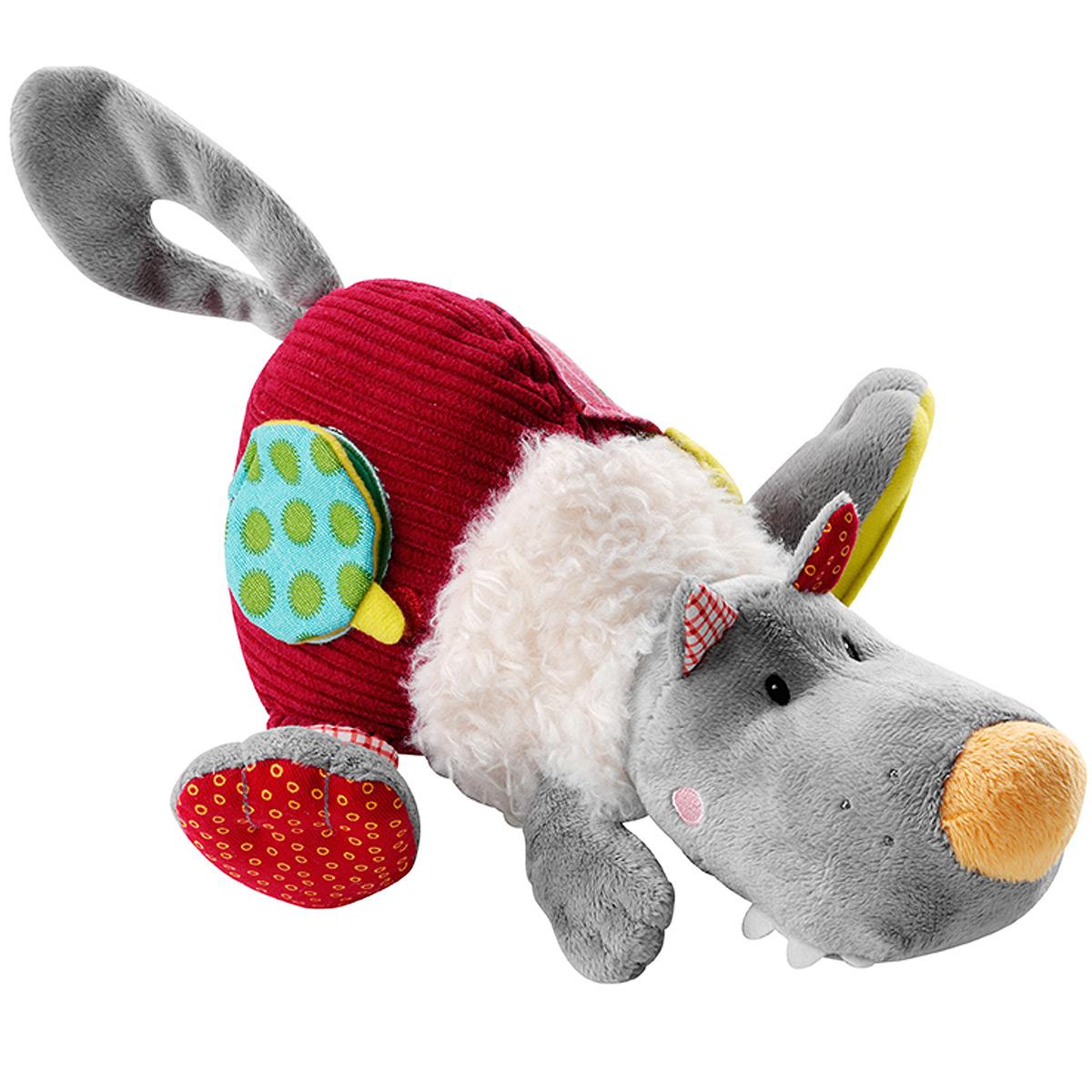"""Развивающая игрушка Lilliputiens """"Волк Николас"""", выполненная из хлопка разных цветов и фактур, представляет собой симпатичного волка. Его мордашка вышита нитками, в головке спрятана пищалка, а в тельце - погремушка, мелодично звенящая каждый раз, когда малыш трясет игрушку. На задней лапке волка расположено безопасное зеркальце, в другой задней лапке и в хвостике спрятаны шуршащие элементы. На тельце игрушки находятся небольшой кармашек, а также элемент в виде странички на липучке, скрывающий изображение Красной Шапочки и козленка. С помощью петельки на липучке игрушку можно прикрепить к коляске, кроватке, автокреслу или игровой дуге ребенка. Также к петельке можно подвесить пустышку. Игрушка Lilliputiens """"Волк Николас"""" поможет малышу развить тактильное, звуковое и цветовое восприятия, координацию движений и мелкую моторику рук с самого рождения."""
