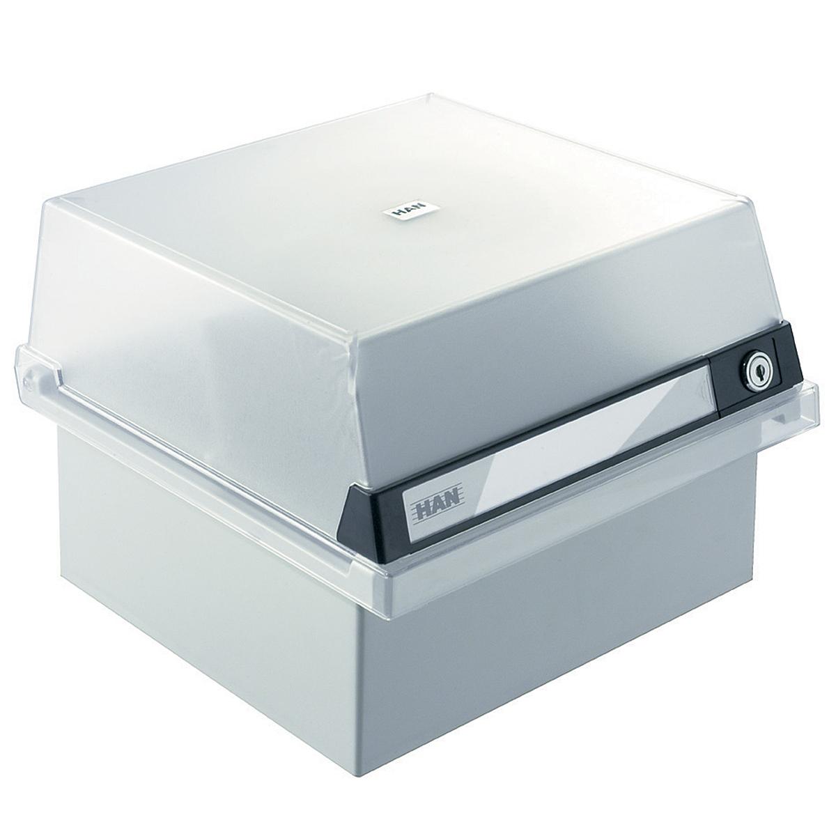 Лоток для бумаг горизонтальный HAN, с крышкой, цвет: светло-серый, формат А5. HA965/S/631FS-54100Горизонтальный лоток для бумаг HAN поможет вам навести порядок на столе и сэкономить пространство. Лоток подойдет для карточек формата А5 и меньше.Лоток состоит из 3 вместительных секций, и, благодаря оригинальному дизайну и классической форме, органично впишется в любой интерьер. В комплект входят 1 прозрачный ярлык и 1 пластиковый съемный разделитель, всего лоток оснащен вырубками для 16 разделителей. Таким образом, можно изменять размер секций, что позволяет настроить лоток так, как будет удобно именно вам. Лоток закрывается прозрачной крышкой на ключ, что обеспечивает сохранность хранящихся в нем бумаг. В комплекте - 2 ключа. На крышке расположено прозрачное окошко для этикетки.Лоток изготовлен из антистатического ударопрочного пластика. Лоток имеет ножки, предотвращающие скольжение по столу и обеспечивающие необходимую устойчивость.Благодаря лотку для бумаг, важные бумаги и документы не потеряются и всегда будут под рукой.