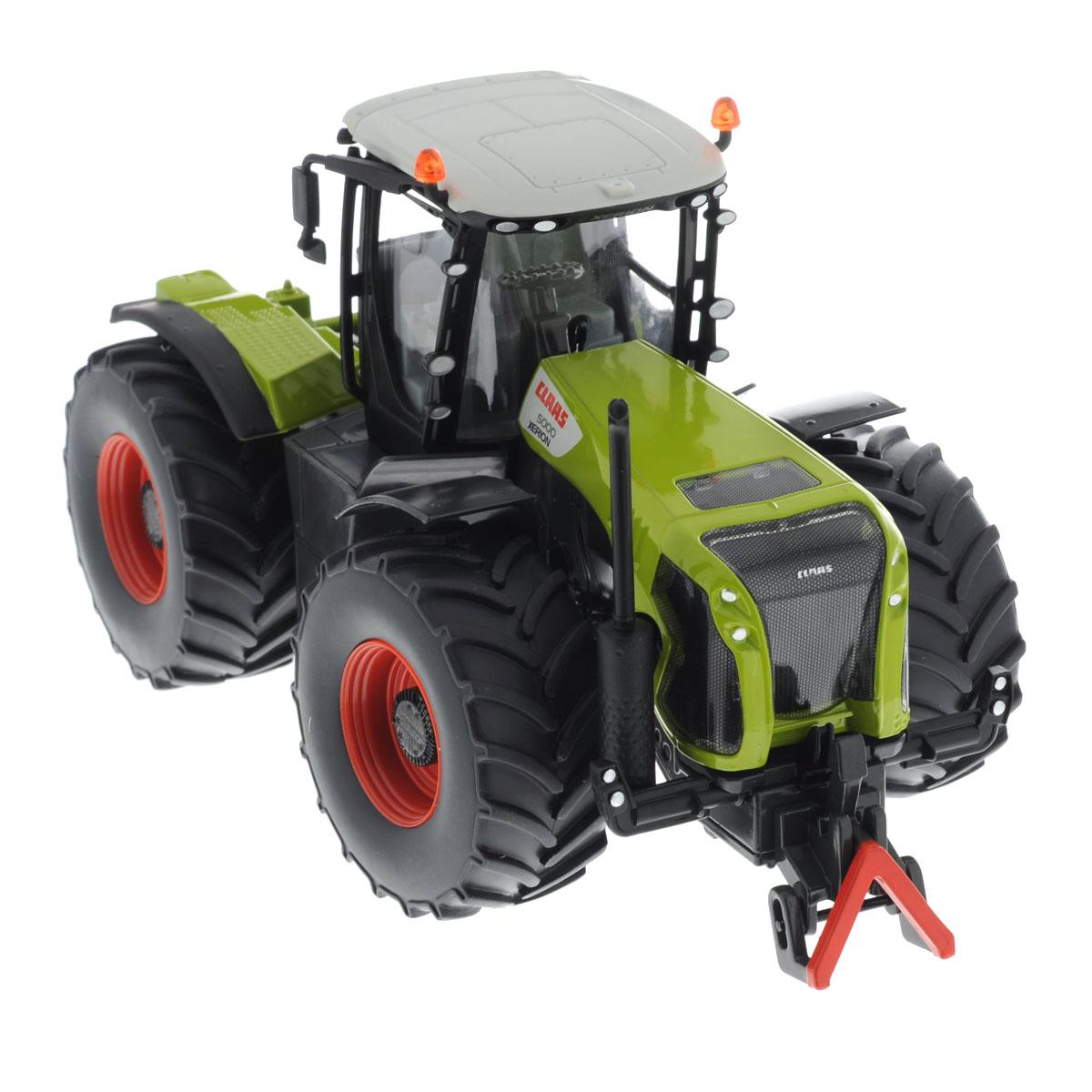 """Коллекционная модель Siku """"Трактор Claas Xerion 5000"""" выполнена в виде точной копии трактора в масштабе 1/32. Такая модель понравится не только ребенку, но и взрослому коллекционеру и приятно удивит вас высочайшим качеством исполнения. Корпус трактора выполнен из металла, кабина водителя и стекла в ней - из пластика, колеса прорезинены. Кабина трактора съемная, что расширяет простор для игр. Трактор оборудован сцепным устройством совместимым с прицепами Siku Farmer масштаба 1:32. Колесики модели вращаются. Коллекционная модель отличается великолепным качеством исполнения и детальной проработкой, она станет не только интересной игрушкой для ребенка, интересующегося агротехникой, но и займет достойное место в любой коллекции."""