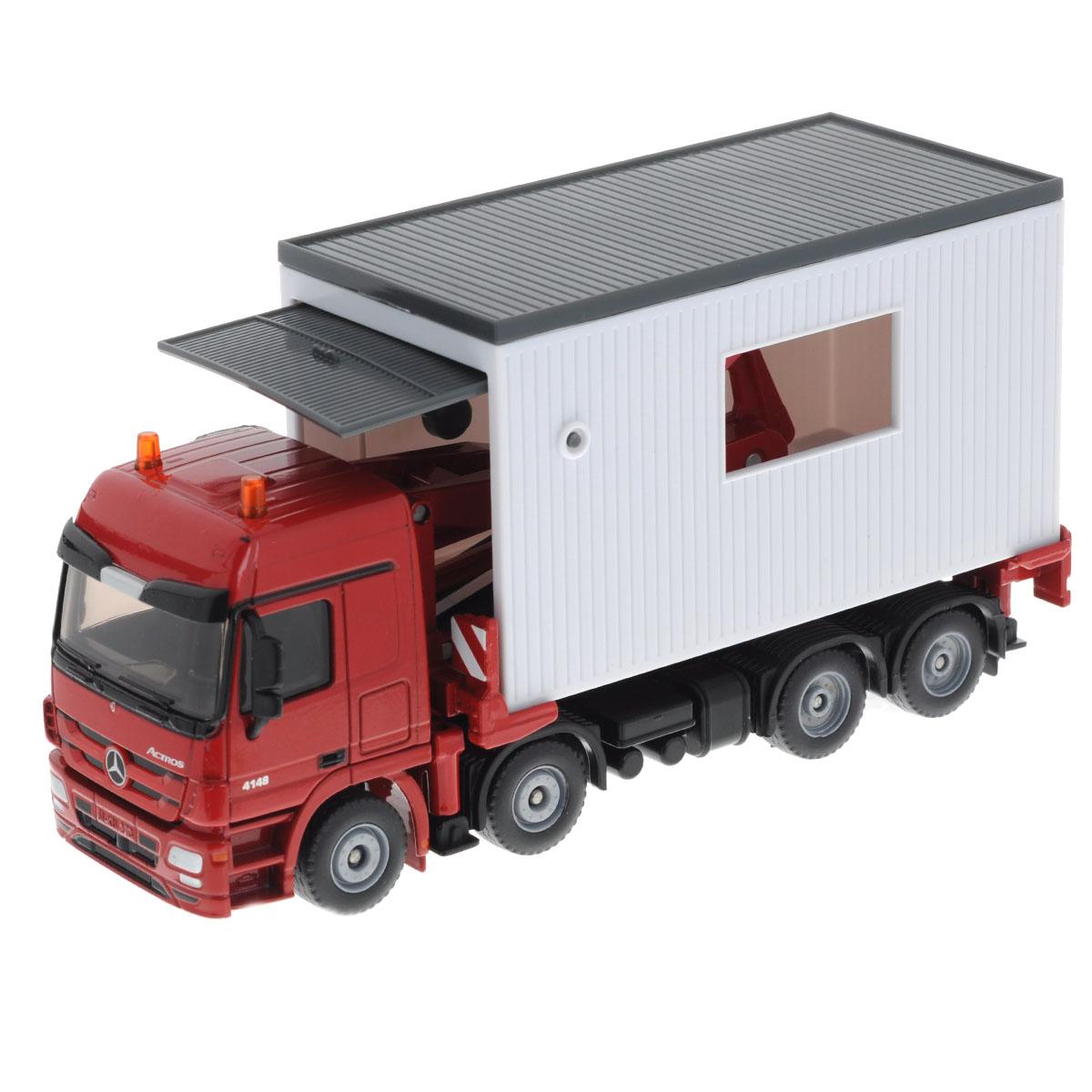 """Коллекционная модель Siku """"Траспортер с гаражом"""" выполнена в виде точной копии транспортера с гаражом в масштабе 1/50. Такая модель понравится не только ребенку, но и взрослому коллекционеру и приятно удивит вас высочайшим качеством исполнения. Кабина, корпус транспортера и шасси гаража выполнены из металла. Гараж выполнен из пластика. Транспортер может выдвигаться, подниматься вверх и вниз. Колесики модели вращаются. Коллекционная модель отличается великолепным качеством исполнения и детальной проработкой, она станет не только интересной игрушкой для ребенка, интересующегося агротехникой, но и займет достойное место в коллекции."""