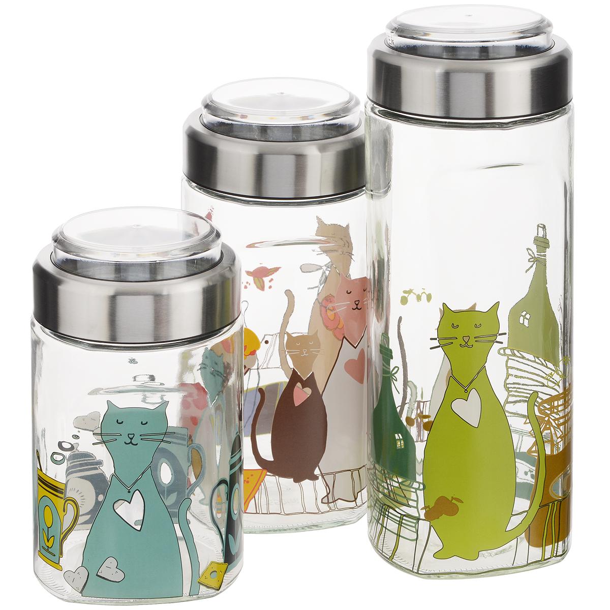 Набор банок для сыпучих продуктов Sinoglass Cats, 3 штFA-5125 WhiteНабор Sinoglass Cats состоит из трех банок разного объема, предназначенных для хранения сыпучих продуктов. Изделия выполнены из высококачественного стекла, украшенного красочной деколью с изображением котов. Банки имеют эргономичную форму и специальные выемки для удобного захвата. Металлические крышки снабжены прозрачными пластиковыми емкостями с мерной шкалой до 200 мл, которые легко вынимаются и могут быть использованы как мерные стаканы. Между емкостью и крышкой имеется силиконовая прослойка, которая создает внутри вакуум и позволяет продуктам дольше оставаться свежими, а также предотвращает попадание влаги. Банки идеальны для хранения круп, спагетти, чая, кофе, сахара, орехов и других сыпучих продуктов. Благодаря прозрачным стенкам, можно видеть содержимое банок. Такой набор стильно дополнит интерьер кухни и станет незаменимым помощником в приготовлении ваших любимых блюд.Объем: 1150 мл; 1550 мл; 2000 мл. Высота банок (с крышками): 19 см; 26 см; 30 см. Диаметр банок (по верхнему краю): 11 см.