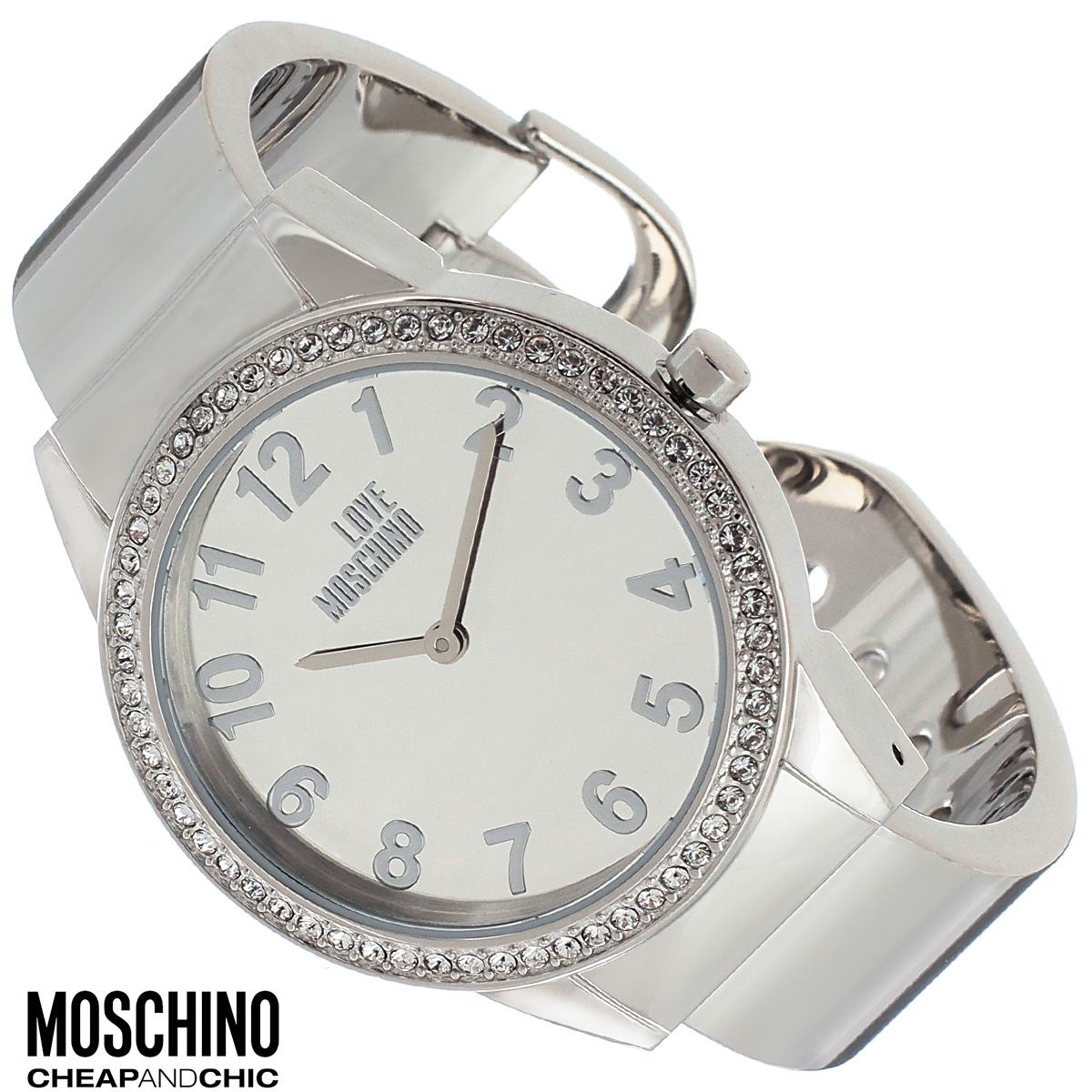 Часы женские наручные Moschino, цвет: серебристый. MW0440BM8434-58AEНаручные часы от известного итальянского бренда Moschino - это не только стильный и функциональный аксессуар, но и современные технологи, сочетающиеся с экстравагантным дизайном и индивидуальностью. Часы Moschino оснащены кварцевым механизмом. Корпус выполнен из высококачественной нержавеющей стали и по контуру циферблата оформлен стразами. Циферблат оформлен арабскими цифрами, надписью Love Moschino и защищен минеральным стеклом. Часы имеют две стрелки - часовую и минутную. Браслет часов выполнен из нержавеющей стали и имеет разъемную конструкцию.Часы упакованы в фирменную металлическую коробку с логотипом бренда. Часы Moschino благодаря своему уникальному дизайну отличаются от часов других марок своеобразными циферблатами, функциональностью, а также набором уникальных технических свойств.Каждой модели присуща легкая экстравагантность, самобытность и, безусловно, великолепный вкус. Характеристики: Диаметр циферблата: 3 см.Размер корпуса: 3,7 см х 4,4 см х 0,9 см.Длина браслета (с корпусом): 13,5 см.Ширина браслета: 1,6 см.
