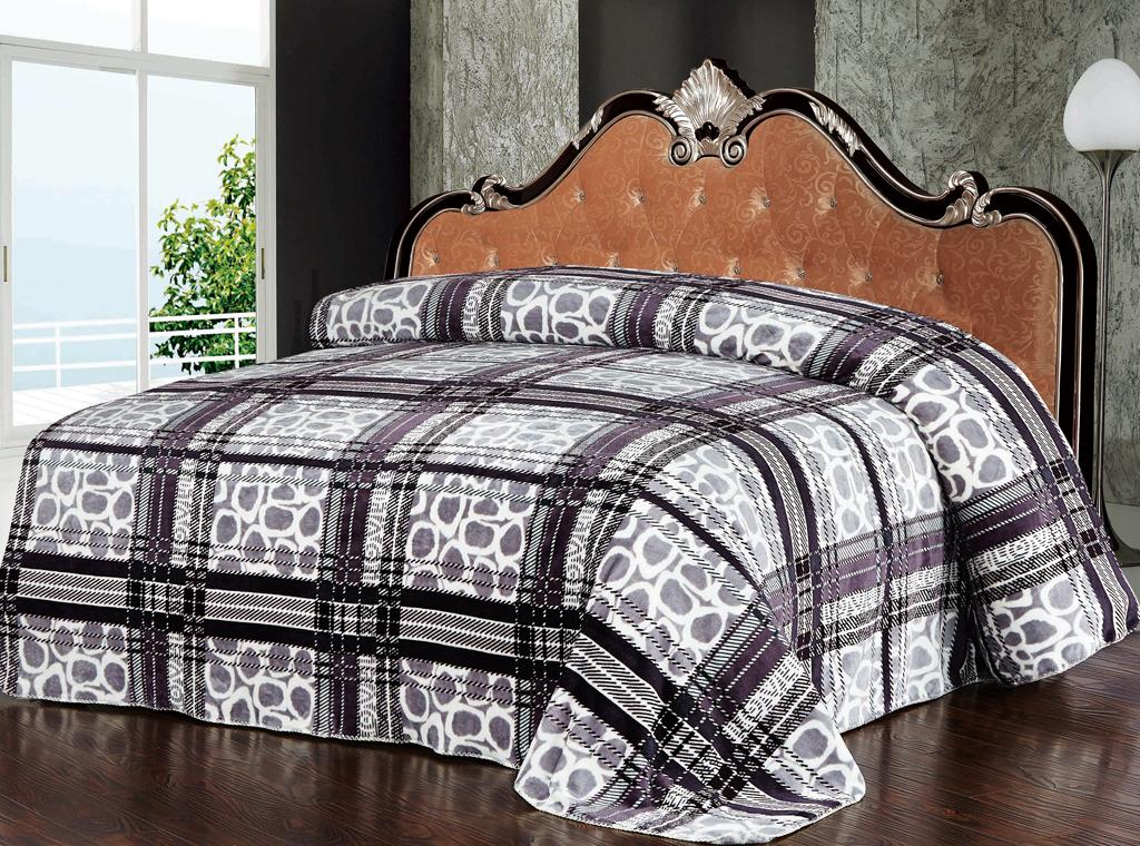 Плед SL, цвет: белый, серый, бордовый, 200 см х 220 см. 10216ES-412Роскошный плед Soft Line с яркой расцветкой гармонично впишется в интерьер вашего дома и создаст атмосферу уюта и комфорта. Плед выполнен из мягкого и приятного на ощупь флиса (100% полиэстер), украшенного ярким рисунком. Необычное сочетание принтов (клетка и горох) придает изделию стильный и необычный внешний вид, который оценит даже самый взыскательный покупатель. Высочайшее качество материала гарантирует безопасность не только взрослых, но и самых маленьких членов семьи.Плед - это такой подарок, который будет всегда актуален, особенно для ваших родных и близких, ведь вы дарите им частичку своего тепла!Soft Line предлагает широкий ассортимент высококачественного домашнего текстиля разных направлений и стилей. Это и постельное белье из тканей различных фактур и орнаментов, а также мягкие теплые пледы, красивые покрывала, воздушные банные халаты, текстиль для гостиниц и домов отдыха, практичные наматрасники, изысканные шторы, полотенца и разнообразное столовое белье. Soft Line - это ваш путеводитель по мягкому миру текстиля, полному удивительных достопримечательностей. Постельное белье марки Soft Line подарит вам радость и комфорт!