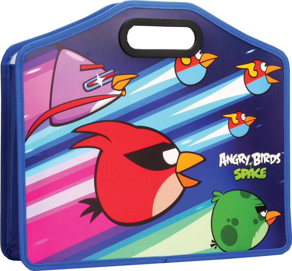 Папка-портфель Angry Birds Space, формат А4FS-54115Папка-портфель Angry Birds Space станет вашим верным помощником дома и в школе. Это удобный и функциональный инструмент, предназначенный для хранения и транспортировки бумаг формата А4, а также тетрадей и канцелярских принадлежностей.Папка изготовлена из износостойкого высококачественного пластика и состоит из одного вместительного отделения. Края папки обшиты полиэстером, а уголки закруглены для обеспечения дополнительной прочности и сохранности опрятного вида папки. Папка оснащена двумя удобными пластиковыми ручками и оформлена изображением героя знаменитой игры Angry Birds - красной птицы.Папка - это незаменимый атрибут для любого студента или школьника. Такая папка надежно сохранит ваши бумаги и сбережет их от повреждений, пыли и влаги, а любимые герои обязательно поднимут настроение!