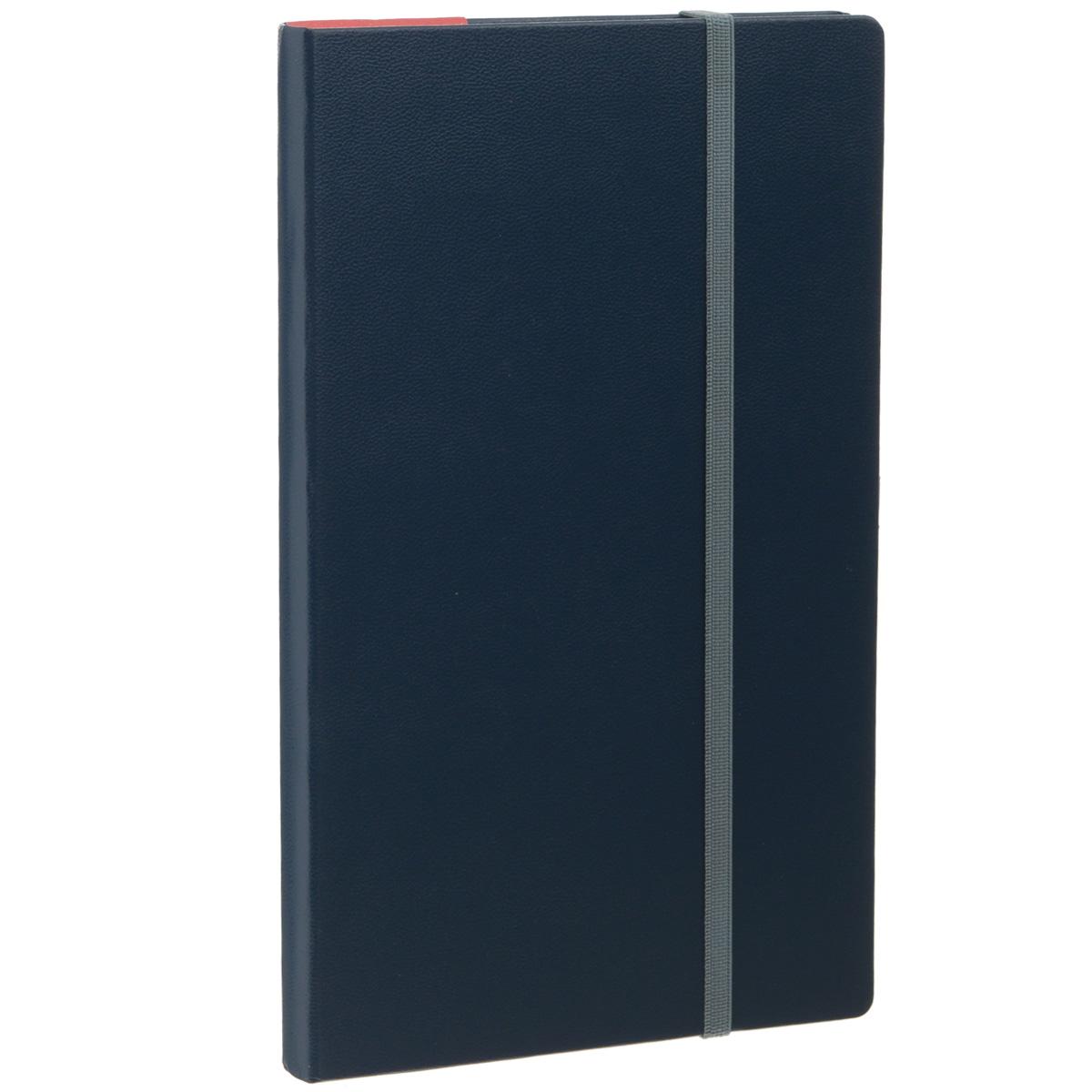 Записная книжка Erich Krause Ariane, цвет: темно-синий, 96 листов2010440Записная книжка Erich Krause Ariane - это дополнительный штрих к вашему имиджу. Демократичная в своем содержании, книжка может быть использована не только для личных пометок и записей, но и как недатированный ежедневник. Надежная твердая обложка из плотного картона, обтянутого искусственной кожей, сохранит ее в аккуратном состоянии на протяжении всего времени использования. Плотная в линейку бумага белого цвета, закладка-ляссе, практичные скругленные углы, эластичная петелька для ручки и внутренний бумажный карман на задней обложке - все это обеспечит вам истинное удовольствие от письма. В начале книжки имеется страничка для заполнения личных данных владельца, четыре страницы для заполнения адресов, телефонов и интернет-почты и четыре страницы для заполнения сайтов и ссылок. Благодаря небольшому формату книжку легко взять с собой. Записная книжка плотно закрывается при помощи фиксирующей резинки.