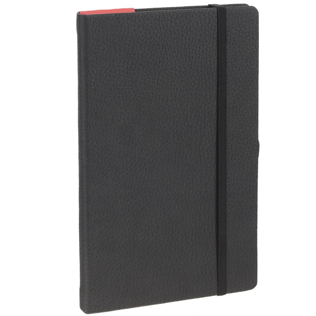 Записная книжка Erich Krause Armonia, цвет: черный, 96 листов36759Записная книжка Erich Krause Armonia - это дополнительный штрих к вашему имиджу. Демократичная в своем содержании, книжка может быть использована не только для личных пометок и записей, но и как недатированный ежедневник. Надежная твердая обложка из плотного картона, обтянутого искусственной крупнофактурной кожей, сохранит ее в аккуратном состоянии на протяжении всего времени использования. Плотная в линейку бумага белого цвета, закладка-ляссе, практичные скругленные углы, эластичная петелька для ручки и внутренний бумажный карман на задней обложке - все это обеспечит вам истинное удовольствие от письма. В начале книжки имеется страничка для заполнения личных данных владельца, четыре страницы для заполнения адресов, телефонов и интернет-почты и четыре страницы для заполнения сайтов и ссылок. Благодаря небольшому формату книжку легко взять с собой. Записная книжка плотно закрывается при помощи фиксирующей резинки.