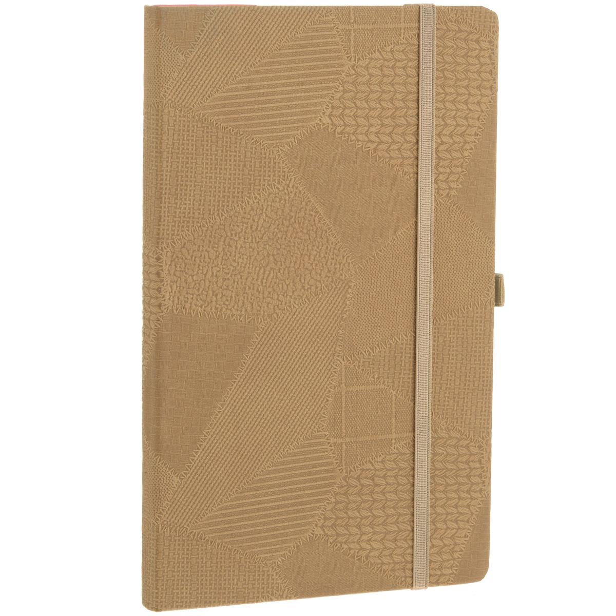 Записная книжка Erich Krause Bazar, цвет: коричневый, 96 листов36767Записная книжка Erich Krause Bazar - это дополнительный штрих к вашему имиджу. Демократичная в своем содержании, книжка может быть использована не только для личных пометок и записей, но и как недатированный ежедневник. Надежная твердая обложка из плотного картона, обтянутого текстильным материалом с тиснением в виде сшитых лоскутов ткани, сохранит ее в аккуратном состоянии на протяжении всего времени использования. Плотная в линейку бумага белого цвета, закладка-ляссе, практичные скругленные углы, эластичная петелька для ручки и внутренний бумажный карман на задней обложке - все это обеспечит вам истинное удовольствие от письма. В начале книжки имеется страничка для заполнения личных данных владельца, четыре страницы для заполнения адресов, телефонов и интернет-почты и четыре страницы для заполнения сайтов и ссылок. Благодаря небольшому формату книжку легко взять с собой. Записная книжка плотно закрывается при помощи фиксирующей резинки.