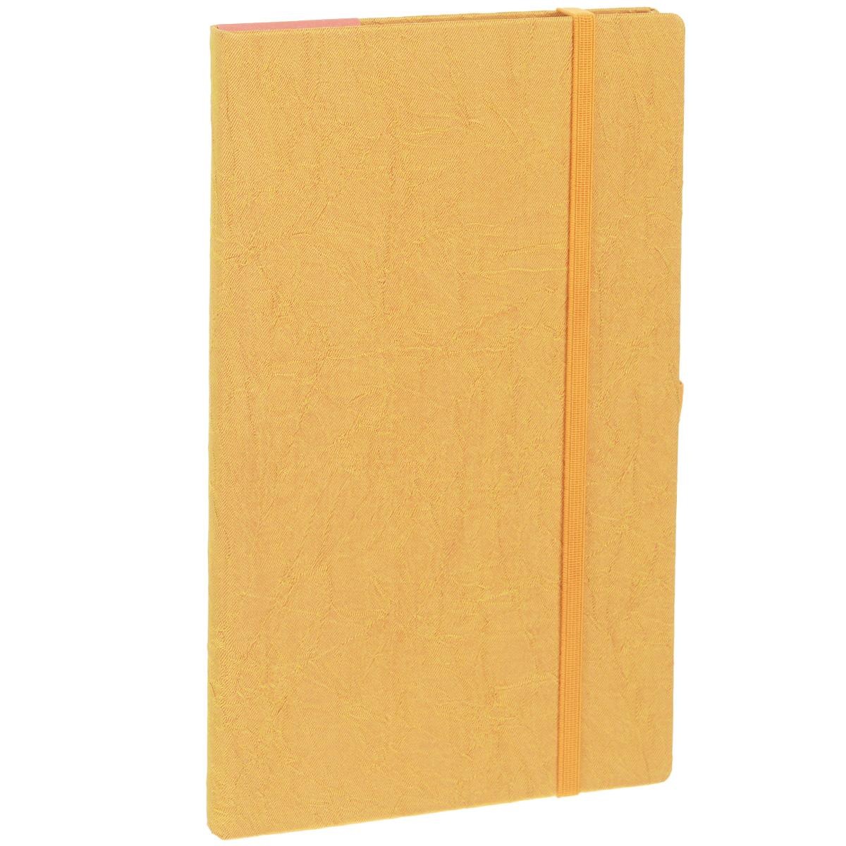 Записная книжка Erich Krause Tsarina, цвет: золотистый, 96 листов0703415Записная книжка Erich Krause Tsarina - это дополнительный штрих к вашему имиджу. Демократичная в своем содержании, книжка может быть использована не только для личных пометок и записей, но и как недатированный ежедневник. Надежная твердая обложка из плотного картона, обтянутого текстильным материалом, сохранит ее в аккуратном состоянии на протяжении всего времени использования. Плотная в линейку бумага белого цвета, закладка-ляссе, практичные скругленные углы, эластичная петелька для ручки и внутренний бумажный карман на задней обложке - все это обеспечит вам истинное удовольствие от письма. В начале книжки имеется страничка для заполнения личных данных владельца, четыре страницы для заполнения адресов, телефонов и интернет-почты и четыре страницы для заполнения сайтов и ссылок. Благодаря небольшому формату книжку легко взять с собой. Записная книжка плотно закрывается при помощи фиксирующей резинки.