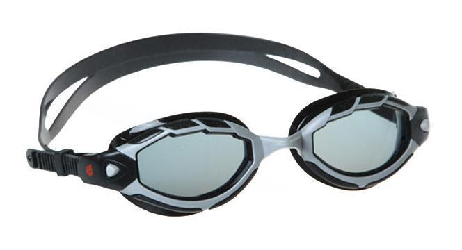 Очки для плавания MadWave Shark, цвет: черныйM0453 02 0 06WУдобные регилируемые очки для частых тренировок, широкий угол обзора, идеальны для закрытой и открытой воды. UV - UV 400. Автоматическая система регулировки ремешков. Защита от ультрафиолетовых лучей. Улучшенная антизапотевающая защита стекла благодаря внедрению антифога капиллярным способом. Целлюлозополимерные линзы. Вид переносицы — моноблок. Рамка — полипропилен. Обтюратор — мягкий силикон. Силиконовый ремешок. Комплектация:Очки.Чехол. Характеристики: Материал: силикон, поликарбонат, резина. Размер очков: 17,5 см х 4,5 см. Цвет: черный. Размер упаковки: 18,5 см х 6,5 см х 4 см. Артикул: M0431 07 0 01W.