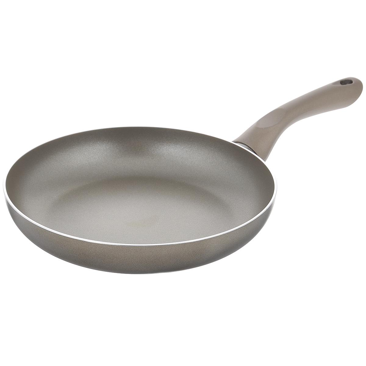 Сковорода Beka Platinum, с антипригарным покрытием, цвет: серый. Диаметр 26 см68/5/4Сковорода Beka Platinum изготовлена из массивного литого алюминия с антипригарным покрытием. Это экологически чистое покрытие, которое безопасно для здоровья человека, так как не содержит вредных соединений PFOA. В случае перегрева не выделяет опасных веществ. В сковороде с таким покрытием пища не пригорает и не прилипает к стенкам, поэтому готовить можно с минимальным количеством масла. Максимальная температура нагрева +220°C. Сковорода снабжена удобной бакелитовой ручкой. Рекомендуется использовать деревянные или пластиковые лопатки. Подходит для приготовления пищи на газовых, электрических, керамических и галогеновых плитах. Не пригодна для приготовления пищи на индукционной плите. Можно мыть в посудомоечной машине.