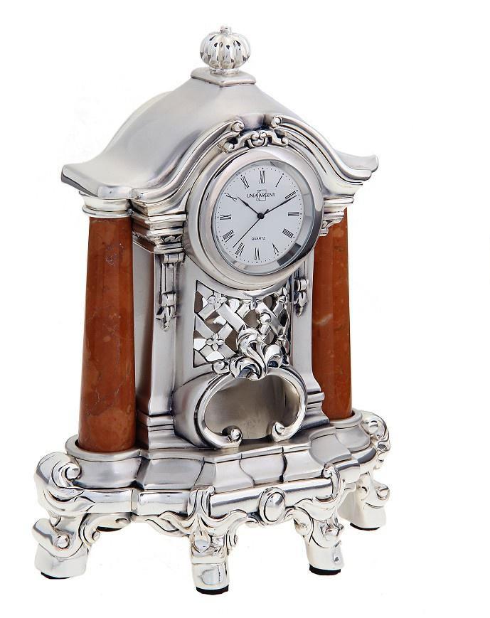 Часы настольные Linea Argenti, цвет: серебристый. 66584194672Изысканные настольные часы Linea Argenti с кварцевым механизмом выполнены из высокопрочной эпоксидной смолы и покрыты серебром высшей пробы. Циферблат круглой формы оформлен римскими цифрами и имеет три стрелки - часовую, минутную и секундную. Часы декорированы колоннами, выполненными из мрамора.Часы - это не только функциональное устройство, но и оригинальный элемент декора, который впишется в любой интерьер. Благодаря стильному дизайну, качеству исполнения и практичности часы смогут стать великолепным подарком, который подчеркнет утонченный вкус своего обладателя. Характеристики:Материал: высокопрочная смола, мрамор, серебро 999. Цвет: серебристый.Размер: 26 см x 21 см x 12 см.