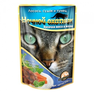 Консервы для взрослых кошек Ночной охотник, с лососем, судаком и тунцом в желе, 100 г17152Консервы для взрослых кошек Ночной охотник, с лососем, судаком и тунцом в желе - полноценное сбалансированное питание для взрослых кошек. Корм изготовлен из натурального мяса, не содержит сои, консервантов и ГМО продуктов. В состав входят питательные вещества, белки, минеральные вещества, витамины, таурин и другие компоненты, необходимые кошке для ежедневного питания.Состав: рыба и рыбные субпродукты (лосось 4%, судак 4%, тунец 4%), мясо и субпродукты животного происхождения, злаки, растительное масло, минеральные вещества, таурин, витамины А, D, E.Пищевая ценность в 100 г: сырой белок - 8%, сырой жир - 3,5%, сырая клетчатка - 0,4%, кальций - 0,25%, фосфор - 0,3%, сырая зола - 2%, влажность 80%.Вес: 100 г . Энергетическая ценность: 80 ккал/100 г. Товар сертифицирован.