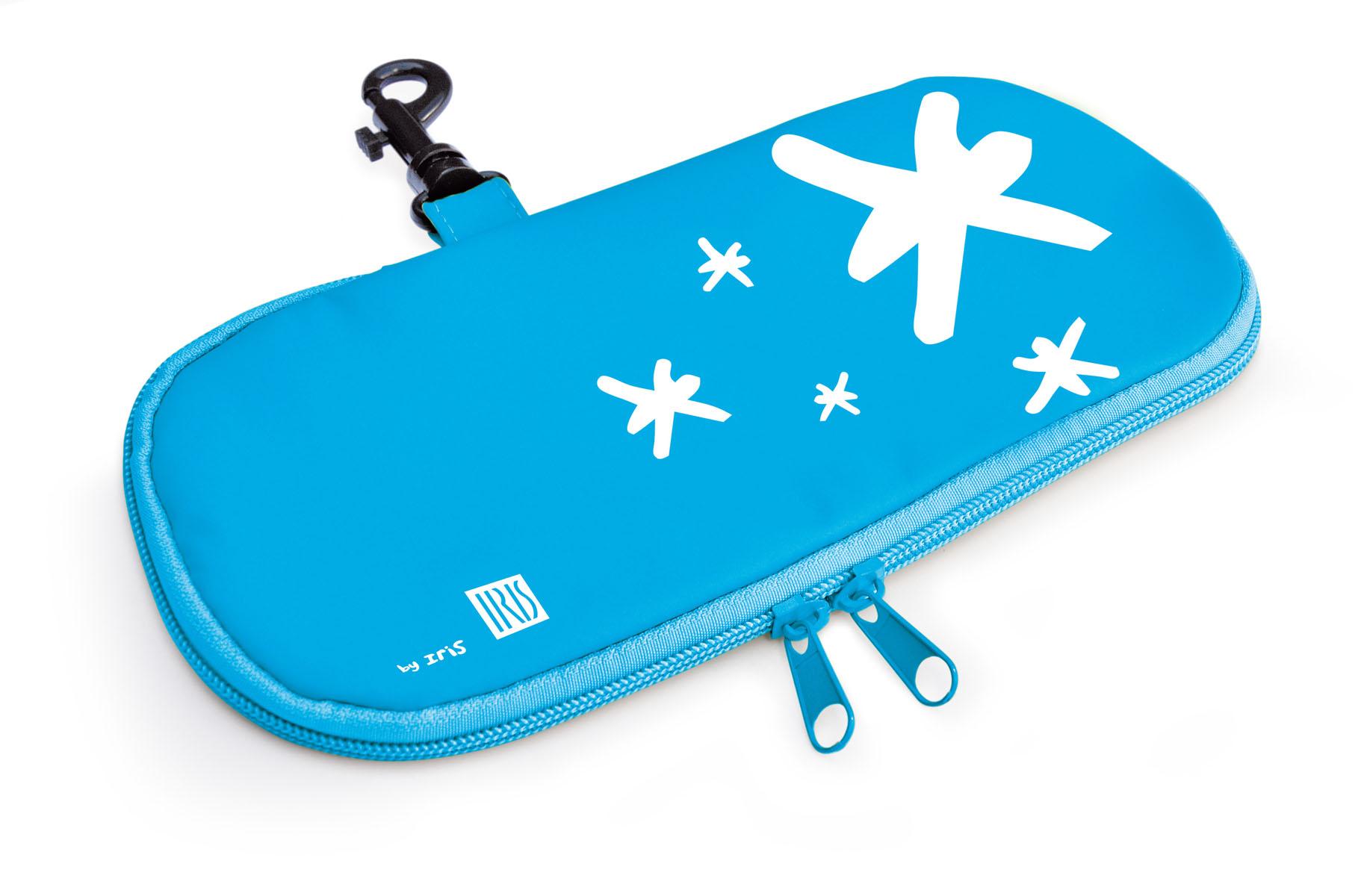 Термобутербродница мягкая Iris Barcelona Kids, цвет: голубой, 24 х 12 смVT-1520(SR)Мягкая термобутербродница Iris Barcelona Kids идеально подходит, чтобы взять в школу, на прогулку или в поездку. В течение нескольких часов сохранит еду свежей и вкусной благодаря специальному внутреннему покрытию из теплоизолирующего материала. Специальный фиксирующий поясок не позволит бутерброду распасться.Безопасный пластмассовый карабин позволит легко пристегнуть бутербродницу к ранцу или сумке.Заменяет все одноразовые упаковки. При бережном использовании прослужит не один год.