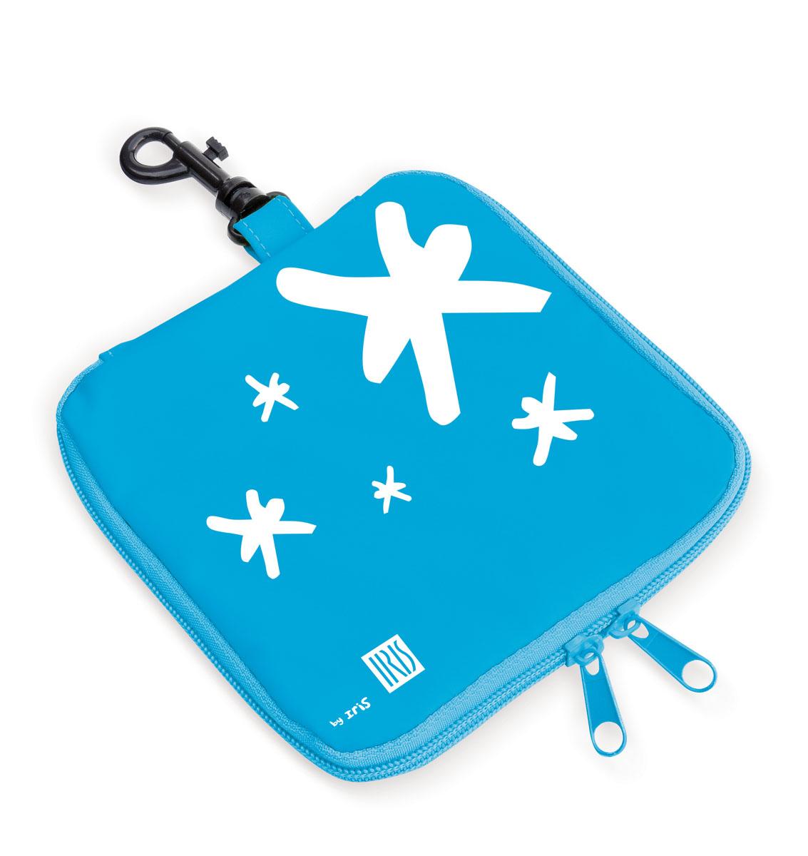 Термобутербродница мягкая Iris Barcelona Kids, цвет: голубой, 16 х 16 смVT-1520(SR)Мягкая термобутербродница Iris Barcelona Kids идеально подходит, чтобы взять в школу, на прогулку или в поездку. В течение нескольких часов сохранит еду свежей и вкусной благодаря специальному внутреннему покрытию из теплоизолирующего материала. Специальный фиксирующий поясок не позволит бутерброду распасться.Безопасный пластмассовый карабин позволит легко пристегнуть бутербродницу к ранцу или сумке.Заменяет все одноразовые упаковки. При бережном использовании прослужит не один год.