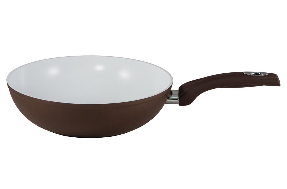 Сковорода-вок Bialetti, с керамическим покрытием, цвет: коричневый. Диаметр 28 см40970Сковорода-вок Bialetti изготовлена из тяжело анодированного алюминия - металла прочнее стали, который обладает отличными антипригарными свойствами и высокой теплопроводностью. Вам потребуется меньше времени и меньший температурный режим для готовки, т.к. эко посуда нагревается быстрее и сильнее, чем традиционная. При производстве посуды Bialetti не используются опасные для окружающей среды компоненты (такие как PFOA), имеющие длительный период распада. Особо прочное керамическое покрытие Aeternum предотвращает пригорание пищи и обеспечивает ее легкое приготовление. Кроме того, покрытие обладает жиро- и водоотталкивающими свойствами, поэтому легко чистится. Удобная ручка выполнена из бакелита с прорезиненным покрытием. Внешние стенки покрыты жаропрочной эмалью коричневого цвета. Самым неожиданным станут впечатления от цвета посуды - пожарьте мясо или картошку на белоснежной керамической сковороде хоть один раз, и вы больше не сможете есть продукты, приготовленные на традиционных черных и темно-серых поверхностях. Подходит для всех плит, включая индукционные. Можно мыть в посудомоечной машине.Высота стенки: 8 см. Длина ручки: 19 см. Толщина стенки: 3 мм. Толщина дна: 5 мм. Диаметр основания: 17,5 см.