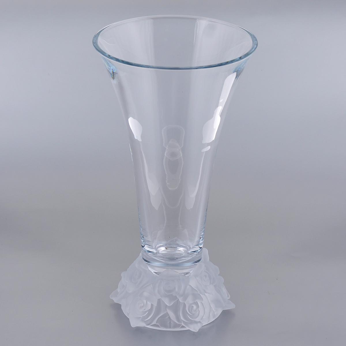 Ваза Crystalite Bohemia Роза, цвет: белый, высота 35,5 см86716Изящная ваза Crystalite Bohemia Роза изготовлена из прочного утолщенного стекла кристалайт. Она красиво переливается и излучает приятный блеск. Основание вазы декорировано рельефом в виде роз из матового стекла. Ваза Crystalite Bohemia Роза дополнит интерьер офиса или дома и станет желанным и стильным подарком.