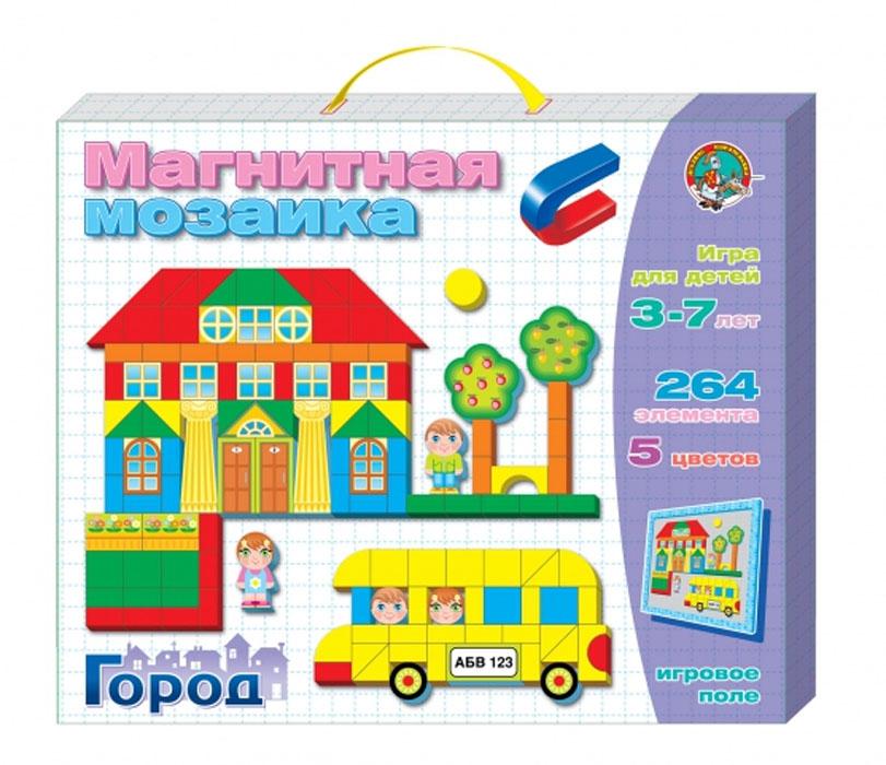 """Магнитная мозаика Десятое королевство """"Город"""" - это яркая и увлекательная развивающая игра. В набор входят магнитная доска, 220 магнитных фишек, оформленных рисунками, 44 дополнительных элемента и книжка с примерами. С помощью мозаичных элементов на магнитной основе, ребенок сможет создавать городские пейзажи и все, что подскажет ему фантазия. Складывая рисунок из фишек-фигурок, ребенок подбирает их по размеру, по форме и по цвету. Тем самым развивая в себе конструкторские навыки. Элементы мозаики выполнены из высококачественного пенополистирола, приятного на ощупь, в виде геометрических фигур и представленных в 4-х цветах. Магнитная мозаика часто рекомендуется педагогами для развития у детей мелкой моторики. Мозаику с магнитным полем можно использовать как конструктор. Игры с магнитной мозаикой Десятое королевство """"Город"""" способствуют развитию у малышей мелкой моторики рук, координации движений, внимательности, логического и абстрактного мышления, ориентировки..."""