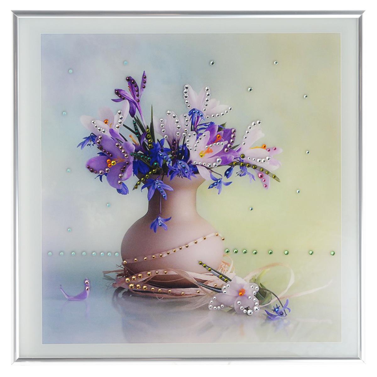 Картина с кристаллами Swarovski Весна, 30 х 30 смAG 30-11Изящная картина в металлической раме, инкрустирована кристаллами Swarovski, которые отличаются четкой и ровной огранкой, ярким блеском и чистотой цвета. Красочное изображение букета цветов в вазе, расположенное под стеклом, прекрасно дополняет блеск кристаллов. С обратной стороны имеется металлическая петелька для размещения картины на стене. Картина с кристаллами Swarovski Весна элегантно украсит интерьер дома или офиса, а также станет прекрасным подарком, который обязательно понравится получателю. Блеск кристаллов в интерьере, что может быть сказочнее и удивительнее. Картина упакована в подарочную картонную коробку синего цвета и комплектуется сертификатом соответствия Swarovski.