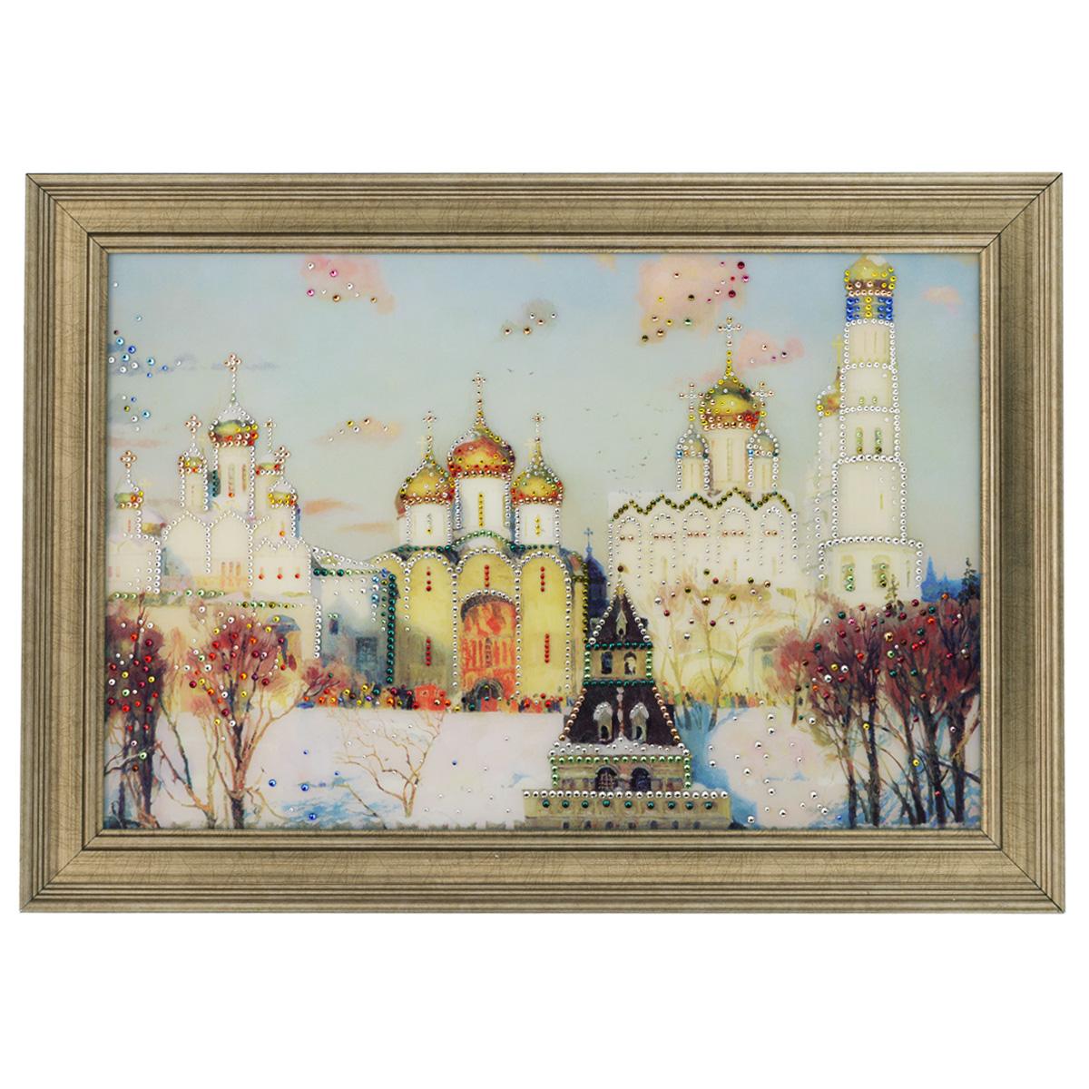 Картина с кристаллами Swarovski Золотые купола, 70 см х 50 смPM-4002Изящная картина в багетной раме, инкрустирована кристаллами Swarovski, которые отличаются четкой и ровной огранкой, ярким блеском и чистотой цвета. Красочное изображение церквей, расположенное под стеклом, прекрасно дополняет блеск кристаллов. С обратной стороны имеется металлическая проволока для размещения картины на стене. Картина с кристаллами Swarovski Золотые купола элегантно украсит интерьер дома или офиса, а также станет прекрасным подарком, который обязательно понравится получателю. Блеск кристаллов в интерьере, что может быть сказочнее и удивительнее. Картина упакована в подарочную картонную коробку синего цвета и комплектуется сертификатом соответствия Swarovski.