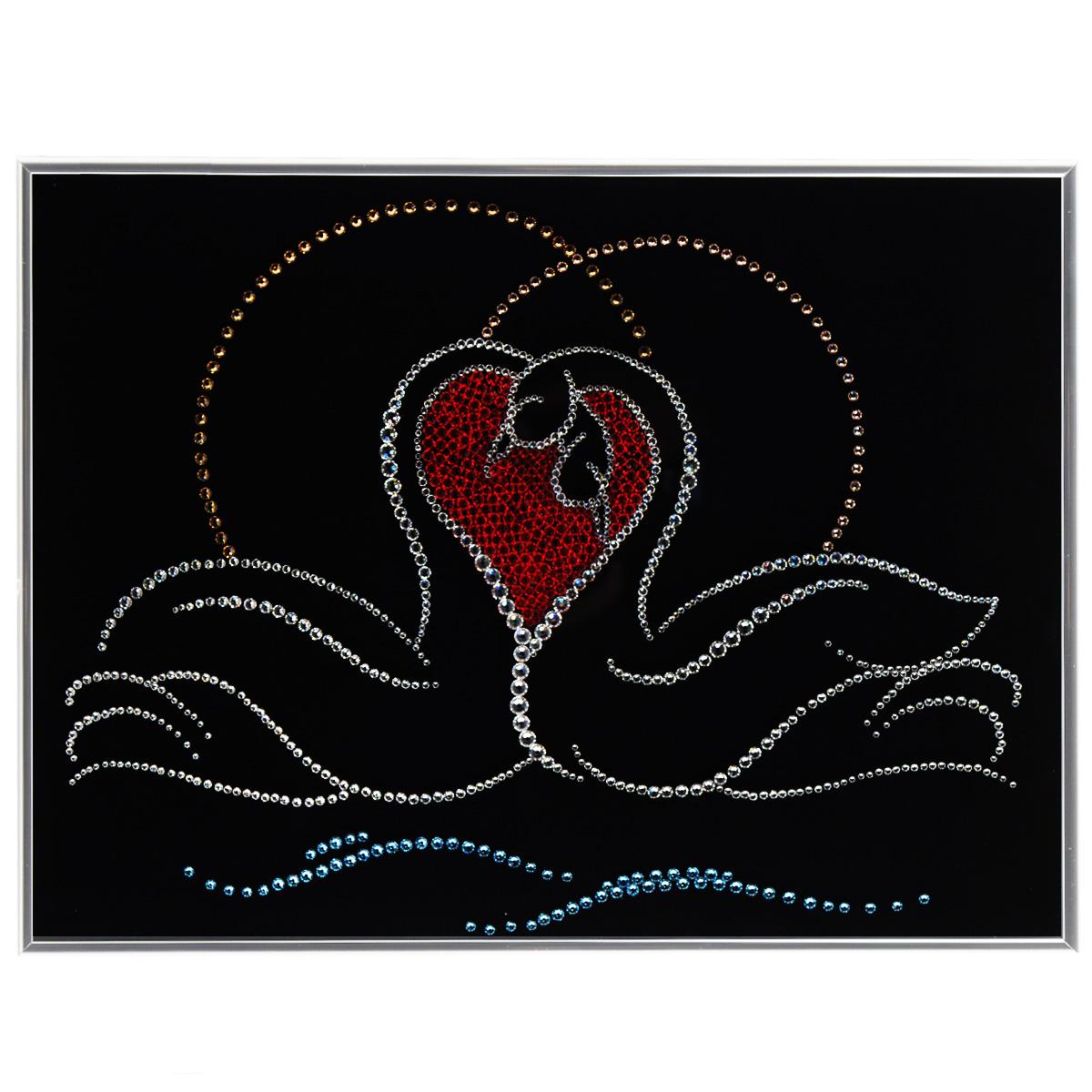 Картина с кристаллами Swarovski Лебединая верность, 40 см х 30 смPM-3006Изящная картина в металлической раме, инкрустирована кристаллами Swarovski в виде двух лебедей. Кристаллы Swarovski отличаются четкой и ровной огранкой, ярким блеском и чистотой цвета. Под стеклом картина оформлена бархатистой тканью, что прекрасно дополняет блеск кристаллов. С обратной стороны имеется металлическая петелька для размещения картины на стене. Картина с кристаллами Swarovski Лебединая верность элегантно украсит интерьер дома или офиса, а также станет прекрасным подарком, который обязательно понравится получателю. Блеск кристаллов в интерьере, что может быть сказочнее и удивительнее. Картина упакована в подарочную картонную коробку синего цвета и комплектуется сертификатом соответствия Swarovski.