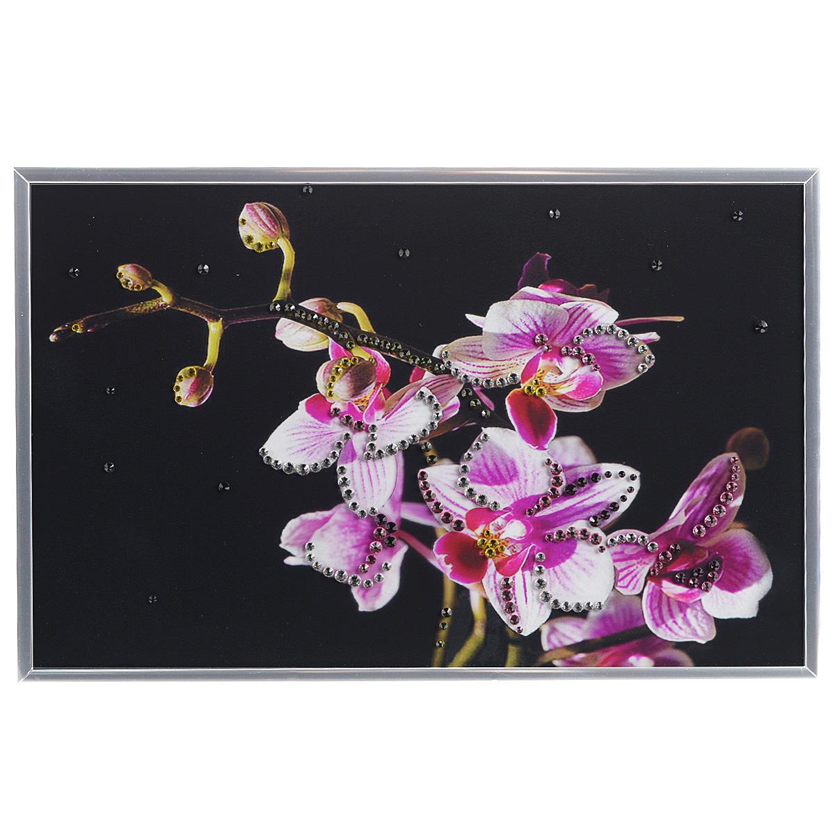 Картина с кристаллами Swarovski Маленькая орхидея, 30 х 20 см24х30 Р1500-370130Изящная картина в металлической раме, инкрустирована кристаллами Swarovski, которые отличаются четкой и ровной огранкой, ярким блеском и чистотой цвета. Красочное изображение цветков орхидеи, расположенное под стеклом, прекрасно дополняет блеск кристаллов. С обратной стороны имеется металлическая петелька для размещения картины на стене.Картина с кристаллами Swarovski Маленькая орхидея элегантно украсит интерьер дома или офиса, а также станет прекрасным подарком, который обязательно понравится получателю. Блеск кристаллов в интерьере, что может быть сказочнее и удивительнее. Картина упакована в подарочную картонную коробку синего цвета и комплектуется сертификатом соответствия Swarovski.