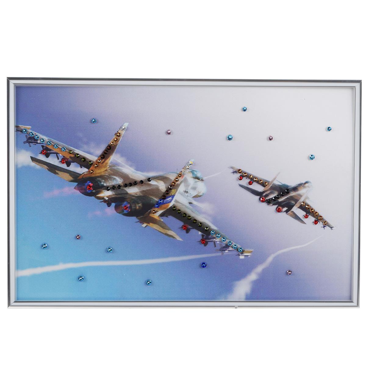 Картина с кристаллами Swarovski Полет, 30 см х 20 смPM-3302Изящная картина в металлической раме, инкрустирована кристаллами Swarovski, которые отличаются четкой и ровной огранкой, ярким блеском и чистотой цвета. Красочное изображение двух самолетов, расположенное под стеклом, прекрасно дополняет блеск кристаллов. С обратной стороны имеется металлическая петелька для размещения картины на стене.Картина с кристаллами Swarovski Полет элегантно украсит интерьер дома или офиса, а также станет прекрасным подарком, который обязательно понравится получателю. Блеск кристаллов в интерьере, что может быть сказочнее и удивительнее. Картина упакована в подарочную картонную коробку синего цвета и комплектуется сертификатом соответствия Swarovski.