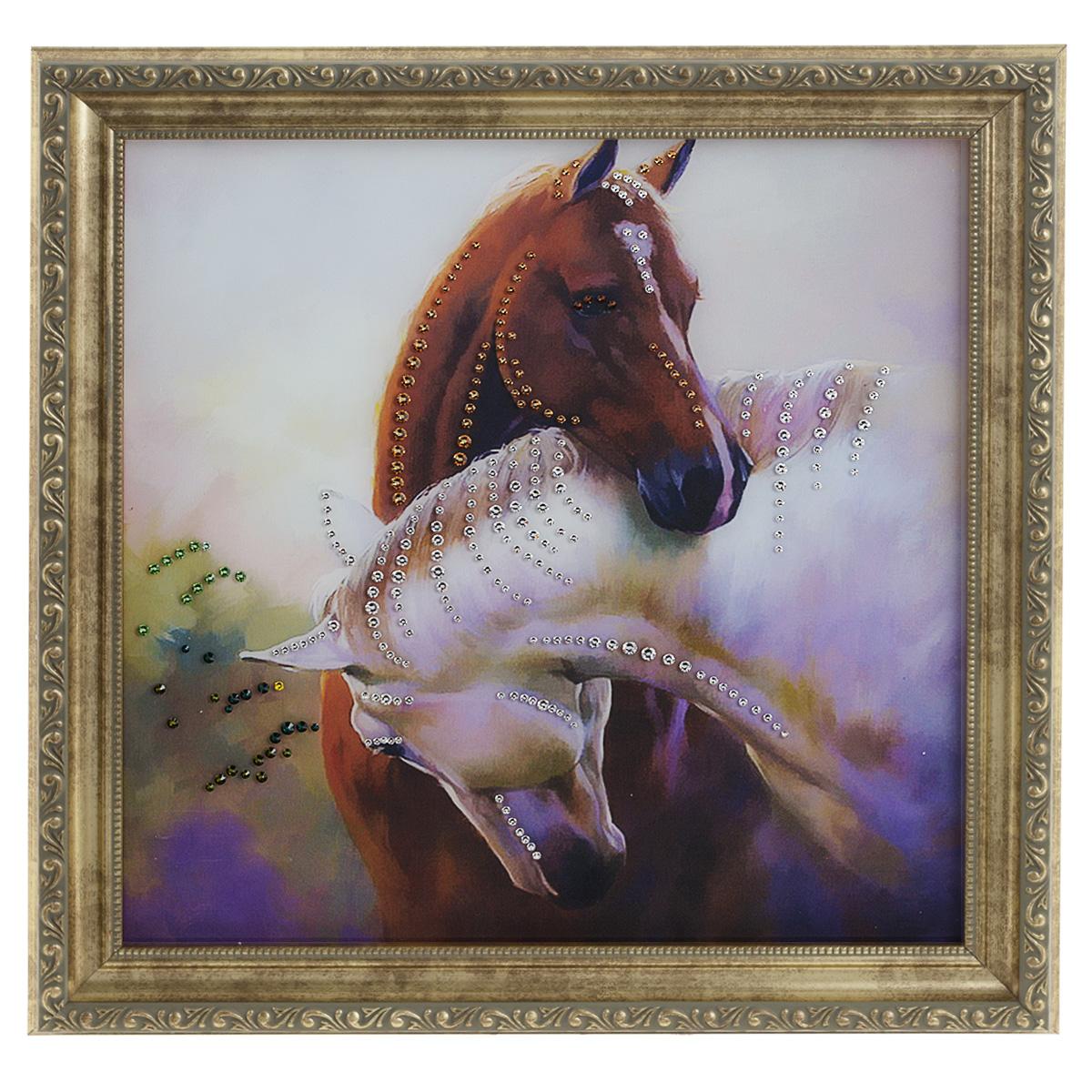 Картина с кристаллами Swarovski Просто любовь, 35 см х 35 смAG 30-14Изящная картина в багетной раме, инкрустирована кристаллами Swarovski, которые отличаются четкой и ровной огранкой, ярким блеском и чистотой цвета. Красочное изображение двух лошадей, расположенное под стеклом, прекрасно дополняет блеск кристаллов. С обратной стороны имеется металлическая проволока для размещения картины на стене. Картина с кристаллами Swarovski Просто любовь элегантно украсит интерьер дома или офиса, а также станет прекрасным подарком, который обязательно понравится получателю. Блеск кристаллов в интерьере, что может быть сказочнее и удивительнее. Картина упакована в подарочную картонную коробку синего цвета и комплектуется сертификатом соответствия Swarovski.