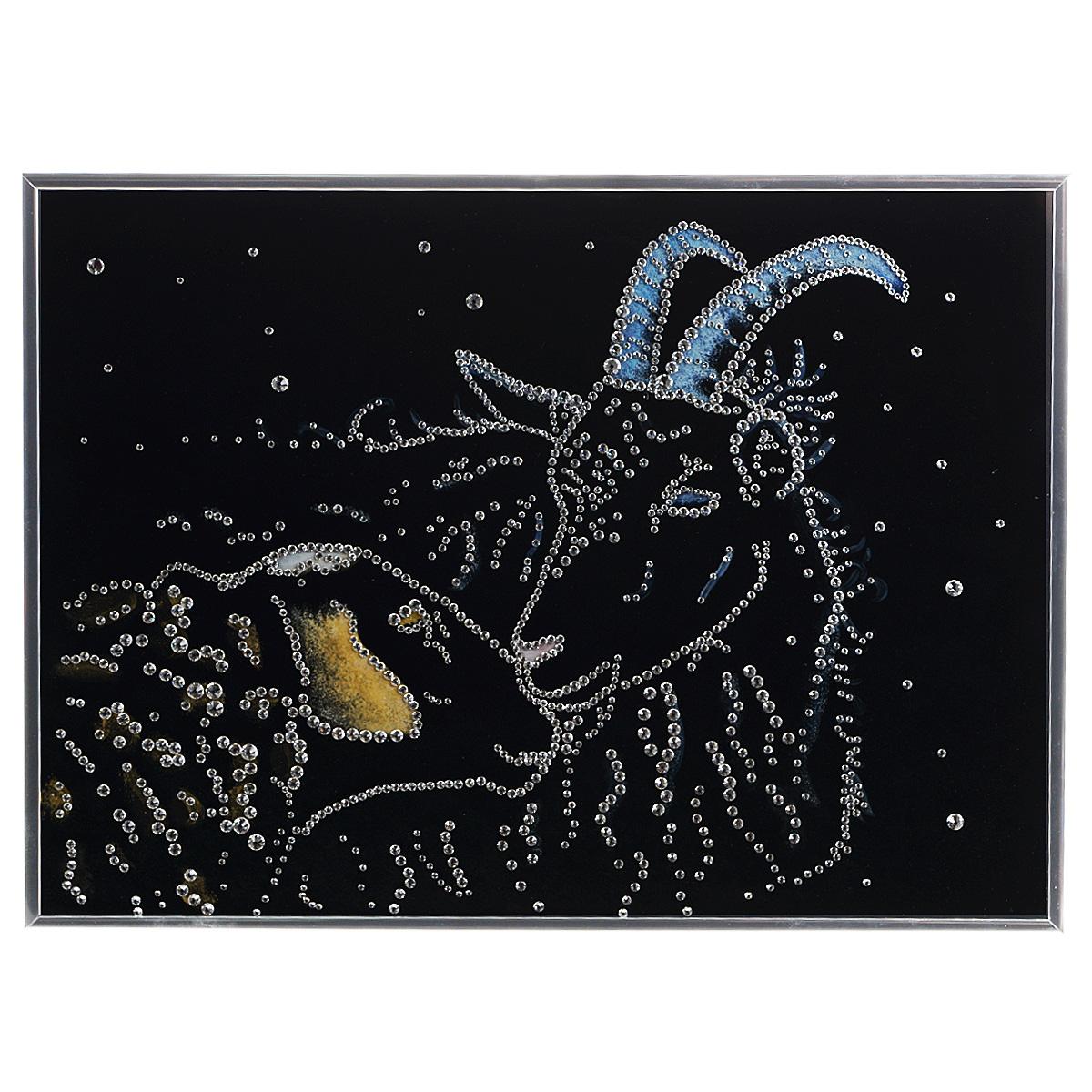 Картина с кристаллами Swarovski Овечка и козел, 40 см х 30 см12723Изящная картина в алюминиевой раме Овечка и козел инкрустирована кристаллами Swarovski, которые отличаются четкой и ровной огранкой, ярким блеском и чистотой цвета. Идеально подобранная палитра кристаллов прекрасно дополняет картину. С задней стороны изделие оснащено специальной металлической петелькой для размещения на стене. Картина с кристаллами Swarovski элегантно украсит интерьер дома, а также станет прекрасным подарком, который обязательно понравится получателю. Блеск кристаллов в интерьере - что может быть сказочнее и удивительнее. Изделие упаковано в подарочную картонную коробку синего цвета и комплектуется сертификатом соответствия Swarovski.