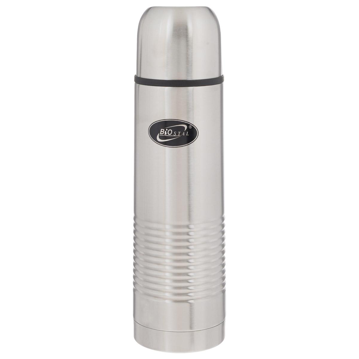 Термос BIOSTAL, в чехле, 1 л. NB-1000-B115610Термос с узким горлом BIOSTAL, изготовленный из высококачественной нержавеющей стали, относится к классической серии. Термосы этой серии, являющейся лидером продаж, просты в использовании, экономичны и многофункциональны. Термос предназначен для хранения горячих и холодных напитков (чая, кофе) и укомплектован пробкой с кнопкой. Такая пробка удобна в использовании и позволяет, не отвинчивая ее, наливать напитки после простого нажатия. Изделие также оснащено крышкой-чашкой и текстильным чехлом для хранения и переноски термоса. Легкий и прочный термос BIOSTAL сохранит ваши напитки горячими или холодными надолго.