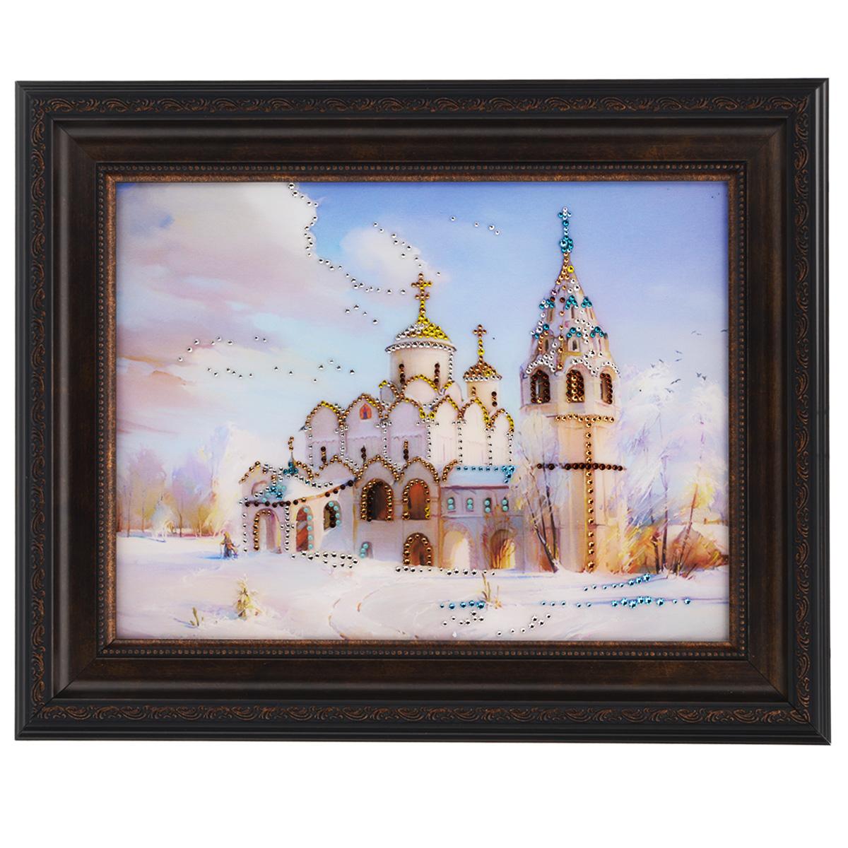 Картина с кристаллами Swarovski Церковь, 50 х 40 см4607161056356Изящная картина в багетной раме, инкрустирована кристаллами Swarovski, которые отличаются четкой и ровной огранкой, ярким блеском и чистотой цвета. Красочное изображение церкови, расположенное под стеклом, прекрасно дополняет блеск кристаллов. С обратной стороны имеется металлическая проволока для размещения картины на стене. Картина с кристаллами Swarovski Церковь элегантно украсит интерьер дома или офиса, а также станет прекрасным подарком, который обязательно понравится получателю. Блеск кристаллов в интерьере, что может быть сказочнее и удивительнее. Картина упакована в подарочную картонную коробку синего цвета и комплектуется сертификатом соответствия Swarovski.