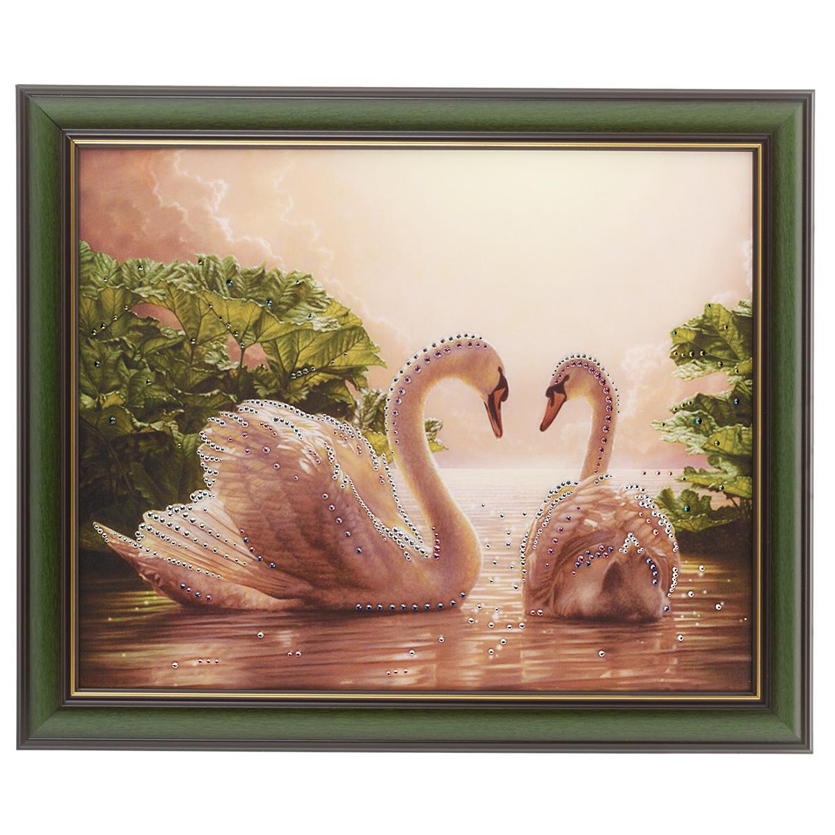 Картина с кристаллами Swarovski Влюбленные лебеди, 58,5 х 48,5 см12723Изящная картина в багетной раме, инкрустирована кристаллами Swarovski, которые отличаются четкой и ровной огранкой, ярким блеском и чистотой цвета. Красочное изображение лебедей, расположенное под стеклом, прекрасно дополняет блеск кристаллов. С обратной стороны имеется металлическая проволока для размещения картины на стене. Картина с кристаллами Swarovski Влюбленные лебеди элегантно украсит интерьер дома или офиса, а также станет прекрасным подарком, который обязательно понравится получателю. Блеск кристаллов в интерьере, что может быть сказочнее и удивительнее. Картина упакована в подарочную картонную коробку синего цвета и комплектуется сертификатом соответствия Swarovski.