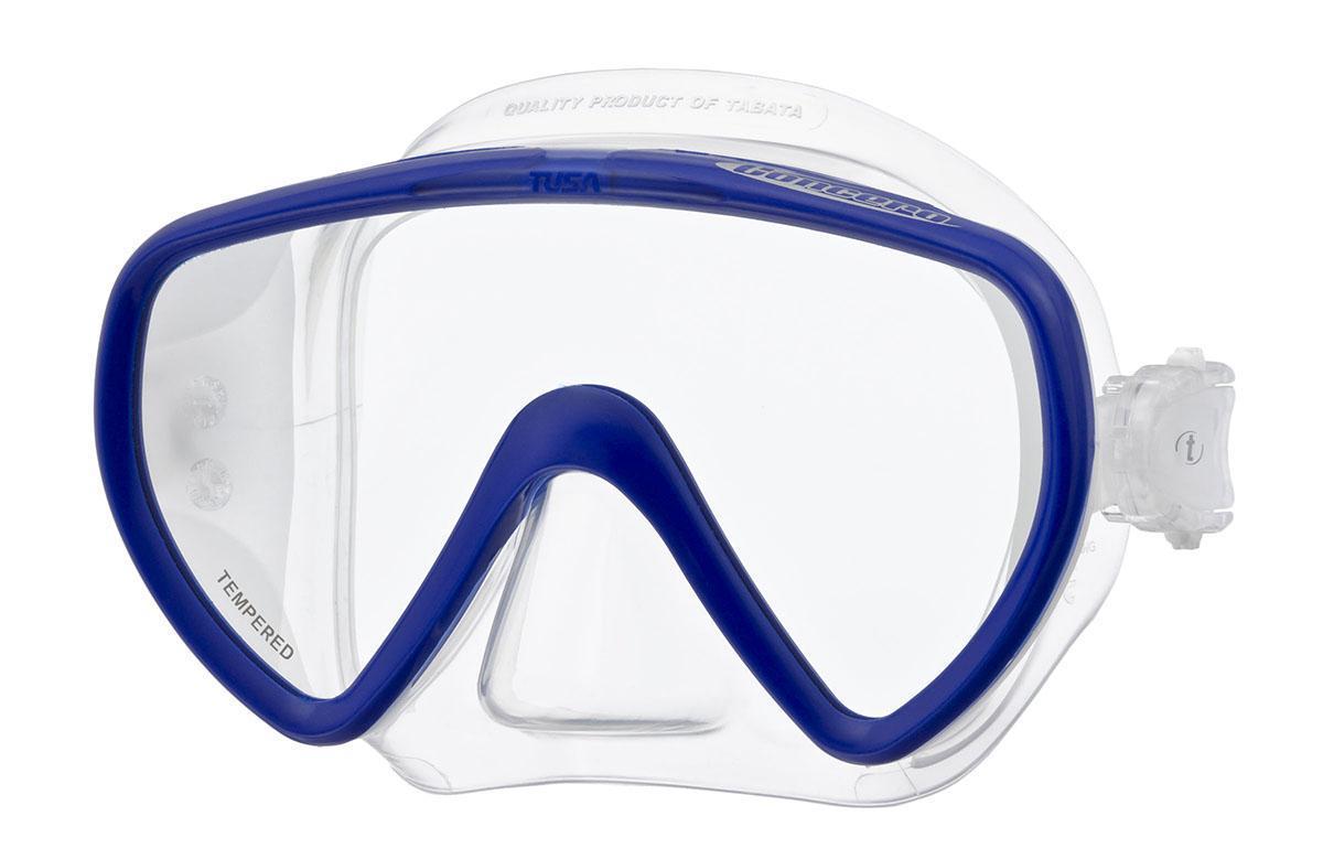 Маска для плавания Tusa Concero, цвет: синийTS M-17 CBLОднолинзовая маска M-17 обеспечивает исключительный обзор и малое подмасочное пространство. Также модель имеетзапатентованный трехмерный ремешок и скругленный край обтюратора. Новый дизайн пряжек регулировки ремешка, закрепленных на обтюраторе, улучшает комфорт и легкость регулировки.Кроме того, модель Concero - единственная безрамная маска TUSA, выпускаемая в различных цветовых вариантах. Характеристики: Цвет: синий. Ширина оправы маски: 15,5 см. Размер упаковки: 20 см х 10,5 см х 10,5 см. Материал: силикон, стекло, пластик. Артикул: TS M-17 CBL.Производитель: Тайвань.