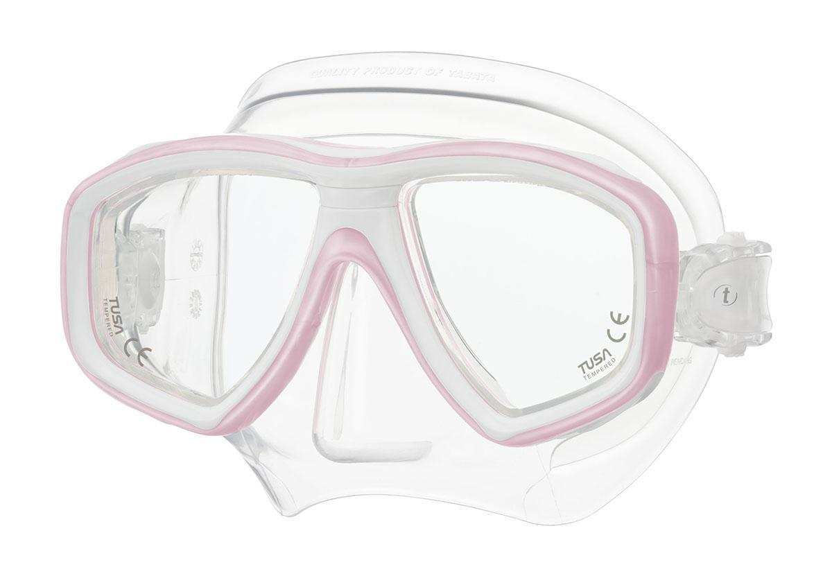 Маска для плавания Tusa Freedom Ceos, цвет: белый, розовыйTS M-212 PPWНовинка 2013 года.Низкопрофильная 2-линзовая маска с маленьким подмасочным пространством.В маске применен ряд новых революционных технологий, обеспечивающих комфорт и прилегание маски к лицу. Ячеистая структура обтюратора переменной величины и диаметра в районе скул и по краям лба делают его более мягким и эластичным, что обеспечивает лучшее прилегание и уменьшает вероятность протекания.Переменная толщина силикона обтюратора в районе рта и нижней части носа делают процесс использования трубки максимально комфортным.Обтюратор по линии соприкосновения с кожей имеет поверхность пониженного трения и большую площадь соприкосновения с кожей.В данной маске применена недавно разработанная низкопрофильная пряжка, которая крепится прямо к силиконовому обтюратору.В результате получается компактная, легкая и технологически более совершенная модель маски, которую можно просто и быстро настроить под себя, добившись оптимального прилегания. Характеристики: Цвет: белый, розовый. Ширина оправы маски: 15,5 см. Размер упаковки: 20 см x 10,5 см x 11 см. Материал: силикон, стекло, пластик. Артикул: TS M-212 PPW.Производитель: Тайвань.