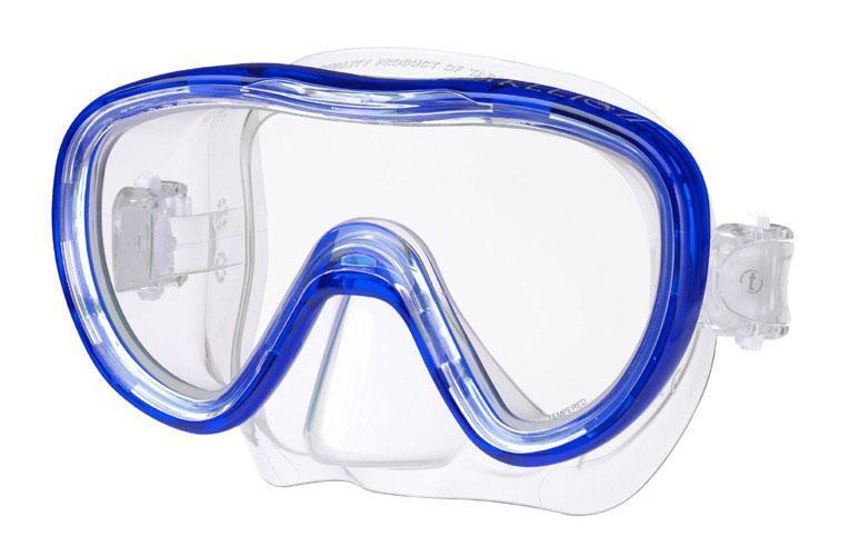 Маска для плавания Tusa Kleio II, цвет: синийTS M-111 CBLОднолинзовая маска с широким панорамным обзором. Обтюратор маски имеет скругленные края со специальной посадкой по линиям наилучшего прилегания к лицу. В данной маске применена недавно разработанная низкопрофильная пряжка, которая крепится прямо к силиконовому обтюратору. Подходит для маленьких и среднего размера лиц - идеальный выбор для подростков. Характеристики: Цвет: синий. Ширина оправы маски: 15 см. Размер упаковки: 20 см x 10,5 см x 11 см. Материал: силикон, стекло, пластик. Артикул: TS M-111 CBL.Производитель: Тайвань.