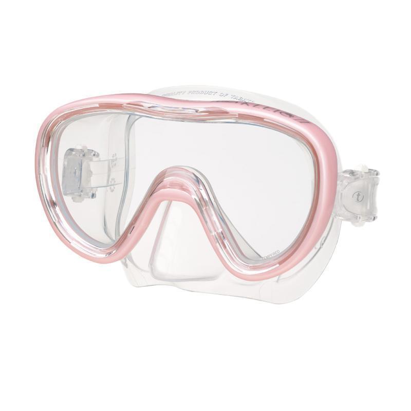 Маска для плавания Tusa Kleio II, цвет: розовыйTS M-111 PPОднолинзовая маска с широким панорамным обзором. Обтюратор маски имеет скругленные края со специальной посадкой по линиям наилучшего прилегания к лицу. В данной маске применена недавно разработанная низкопрофильная пряжка, которая крепится прямо к силиконовому обтюратору.Подходит для маленьких и среднего размера лиц - идеальный выбор для подростков. Характеристики: Цвет: розовый. Ширина оправы маски: 15 см. Размер упаковки: 20 см x 10,5 см x 11 см. Материал: силикон, стекло, пластик. Артикул: TS M-111 PP.Производитель: Тайвань.