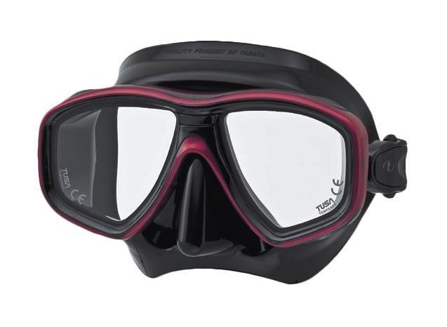 Маска для плавания Tusa Geminus, цвет: темно-красный, черныйTS M-211 FYВ данной маске применена недавно разработанная низкопрофильная пряжка, которая крепится прямо к силиконовому обтюратору. В результате получается компактная, легкая и технологически более совершенная модель маски, которую можно просто и быстро настроить под себя, добившись оптимального прилегания.Обтюратор маски М-28 имеет скругленные края со специальной посадкой обтюратора по линиям наилучшего прилегания к лицу.В маске М-28 применен 3D-ремешок новой конструкции, который точно повторяет затылочный изгиб и обеспечивает великолепное прилегание.Возможна установка диоптрийных линз (приобретаются отдельно). Характеристики: Цвет: темно-красный, черный. Ширина оправы маски: 15,5 см. Размер упаковки: 20 см x 10,5 см x 11 см. Материал: силикон, стекло, пластик. Артикул: TS M-28QB MDR.Производитель: Тайвань.