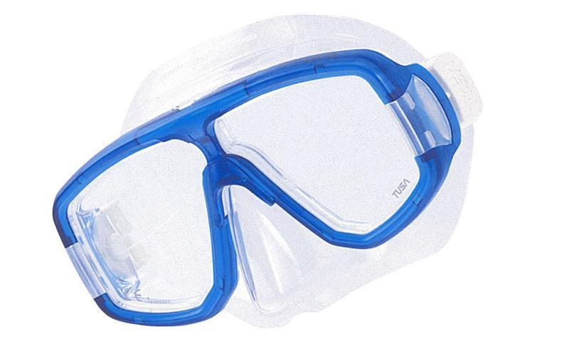 Маска для плавания Tusa Platina, цвет: синийTS M-20 CBLКлассическая двухлинзовая маска с небольшим подмасочным пространством. Узкая перемычка на переносице исключает помехи в поле зрения. Возможна установка диоптрийных линз (приобретаются отдельно). Характеристики: Цвет: синий. Ширина оправы маски: 16 см. Размер упаковки: 20 см x 10,5 см x 11 см. Материал: силикон, стекло, пластик. Артикул: TS M-20 CBL.Производитель: Тайвань.